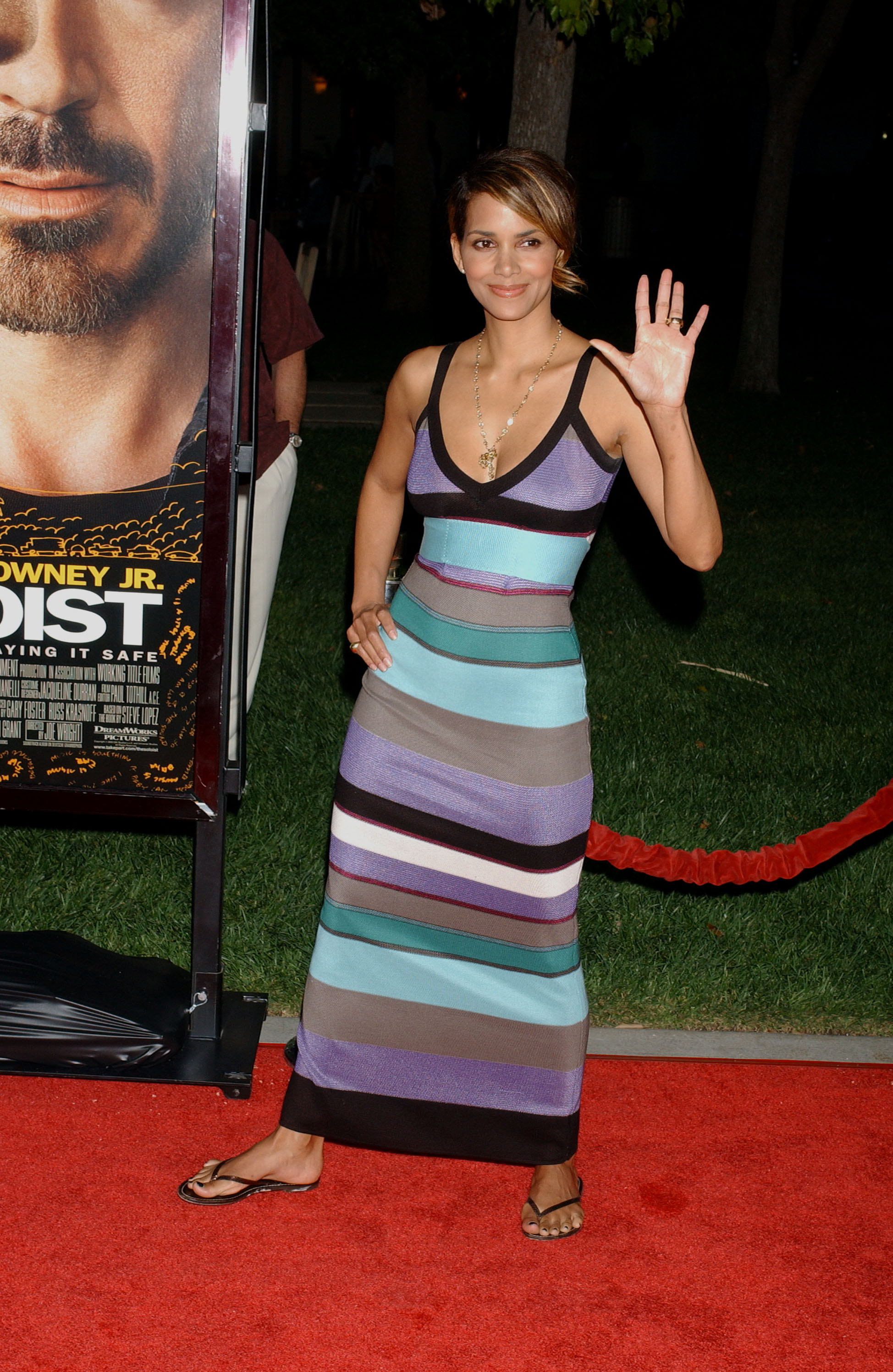 65813_Halle_Berry_The_Soloist_premiere_in_Los_Angeles_61_122_201lo.jpg