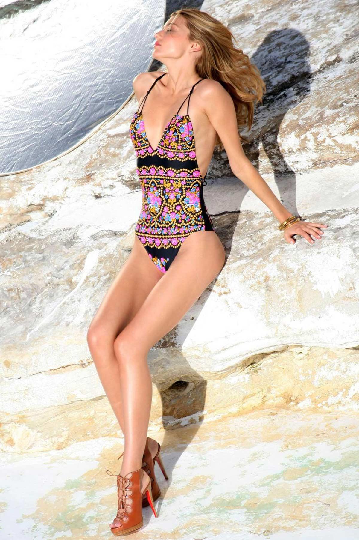 04895_miranda_kerr_bikini_photoshoot-17_122_409lo.jpg