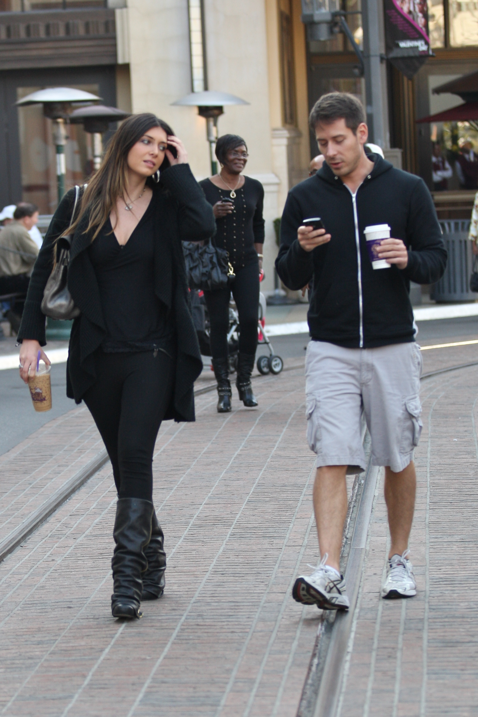 24897_celebrity-paradise.com-The_Elder-Brittny_Gastineau_2010-01-31_-_out_shopping_in_Hollywood_246_122_67lo.jpg