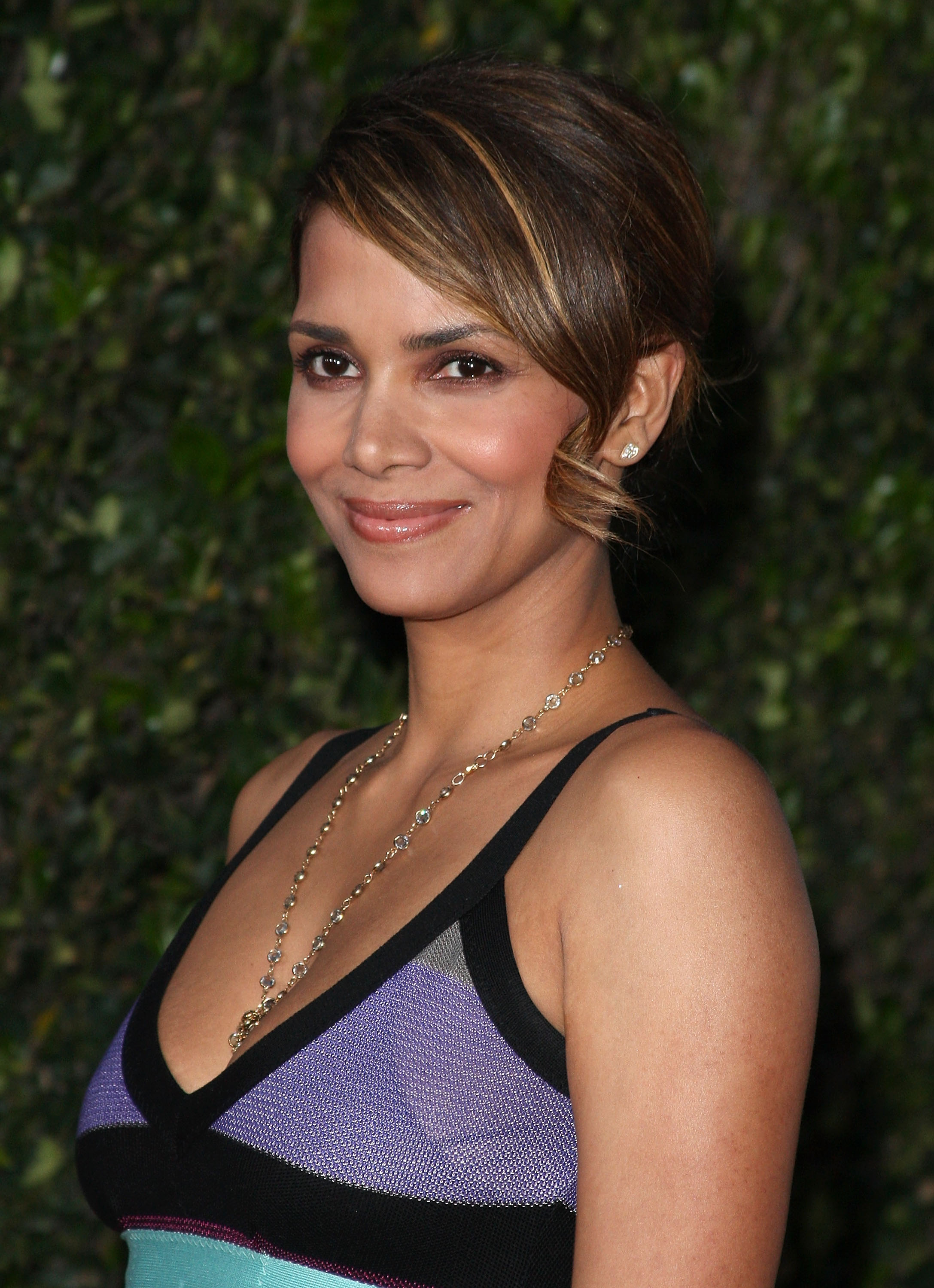 65646_Halle_Berry_The_Soloist_premiere_in_Los_Angeles_74_122_67lo.jpg