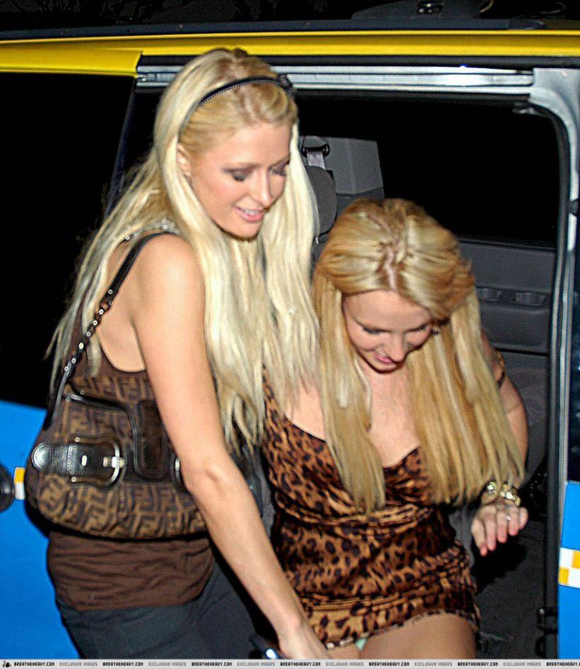 66738_BritneyLegs3_122_406lo.jpg