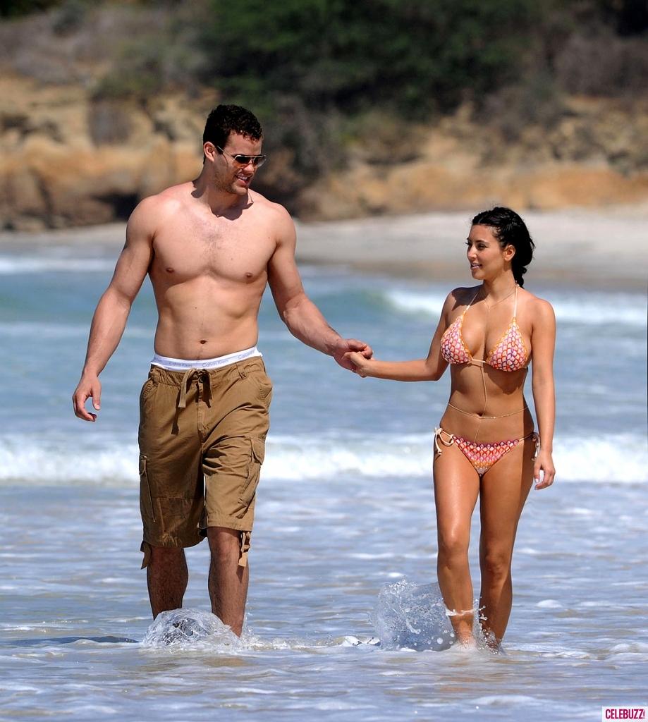 750018251_734630606_Kim_Kardashian_in_a_Bikini_in_Mexico11_919x1024_122_202lo.jpg