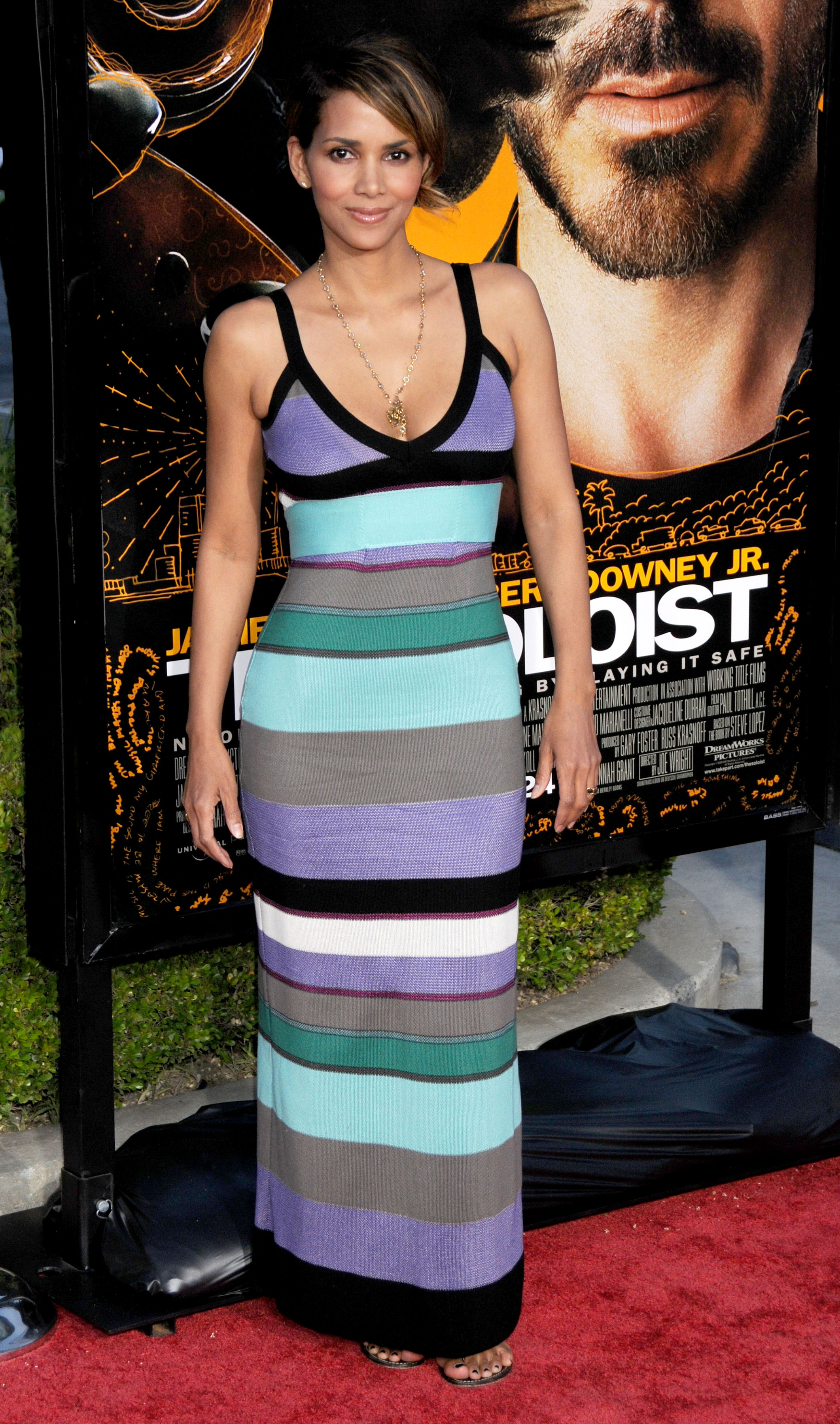 68170_Halle_Berry_The_Soloist_premiere_in_Los_Angeles_30_122_474lo.jpg