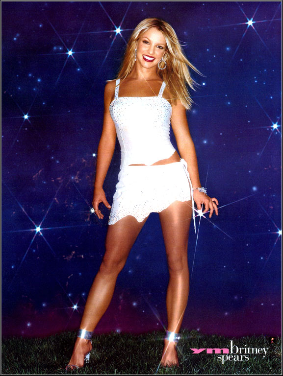 48907_Britney_Spears_-White_Dres_-_Glitters_-__Cs_Ym_2_122_692lo.Jpg