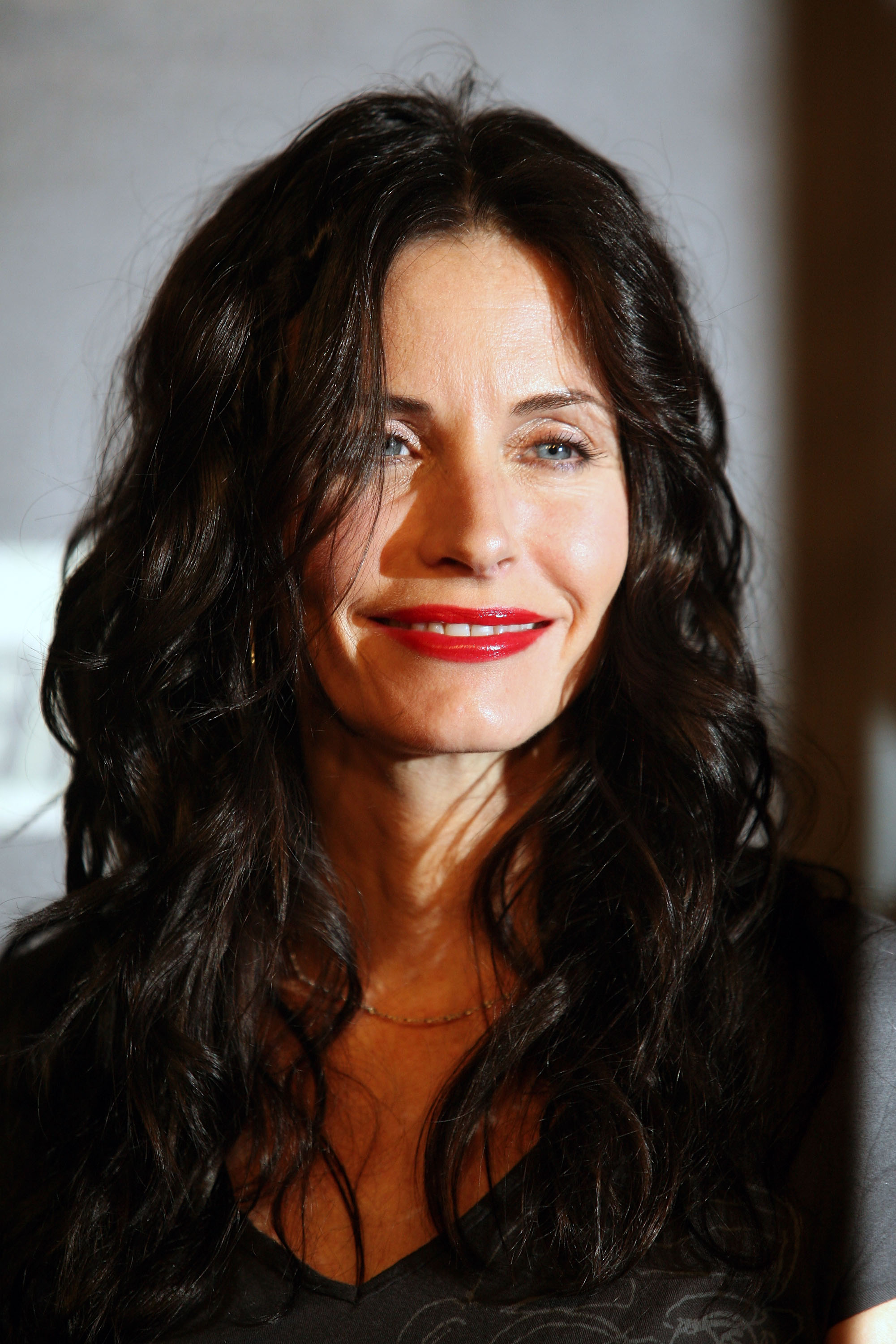 55219_Celebutopia-Courteney_Cox-Launch_Party_for_Fallout_3_videogame-12_122_220lo.jpg