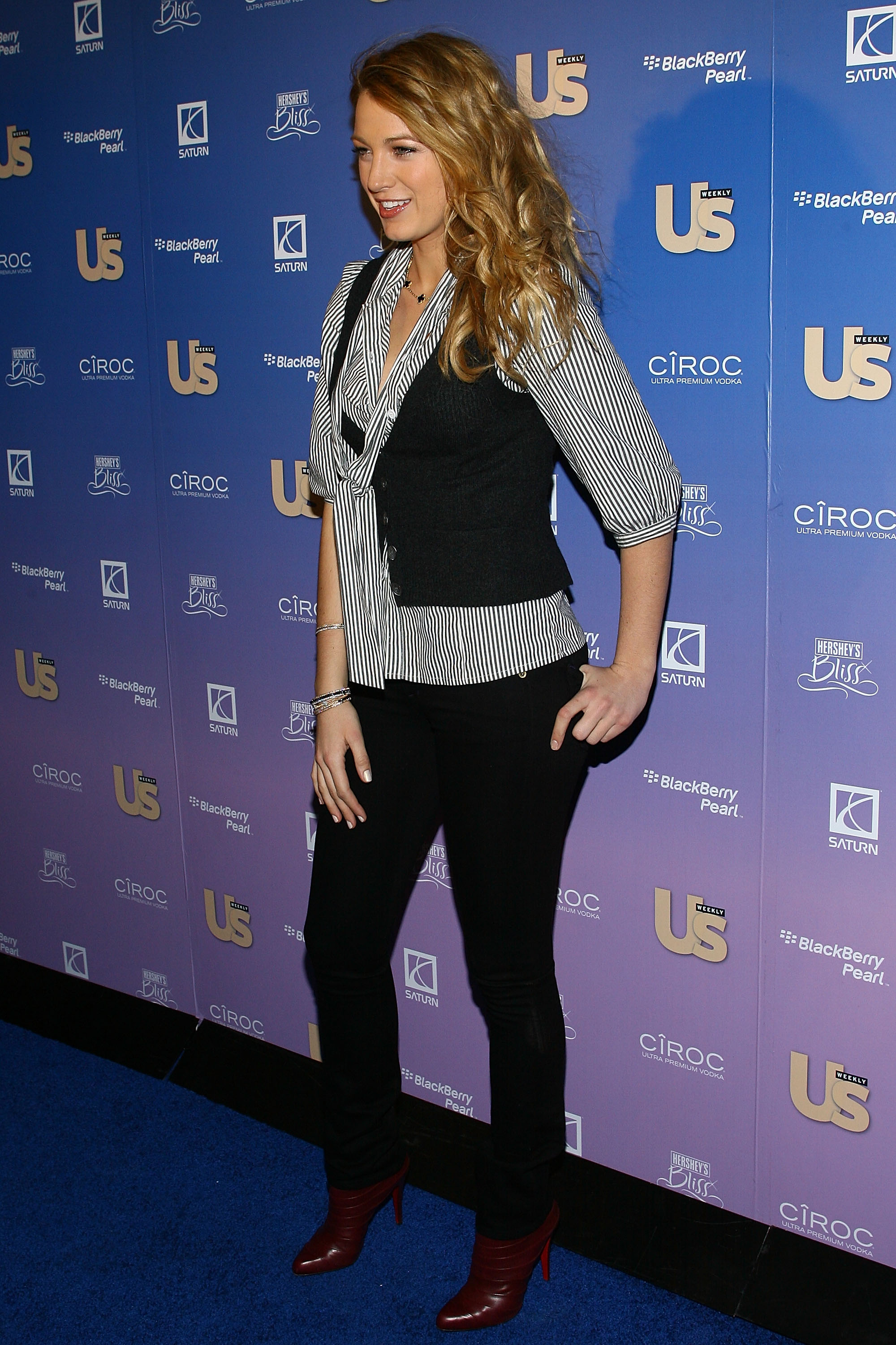 54566_Celebutopia-Blake_Lively-US_Weekly7s_Hot_Hollywood_Issue_celebration-04_122_243lo.jpg