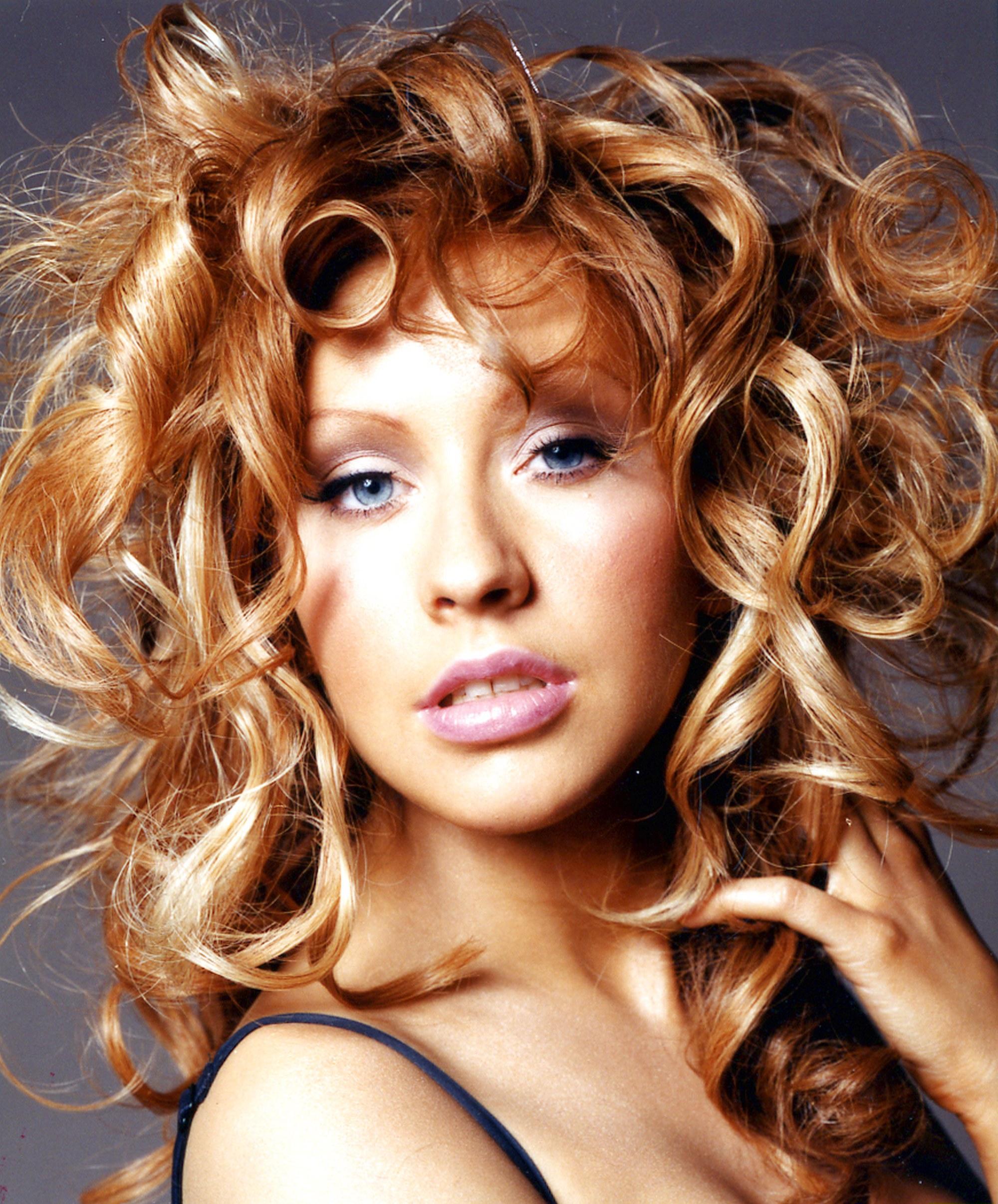 84961_Christina_Aguilera-011444_Glamour_UK_Photoshoot_122_415lo.jpg