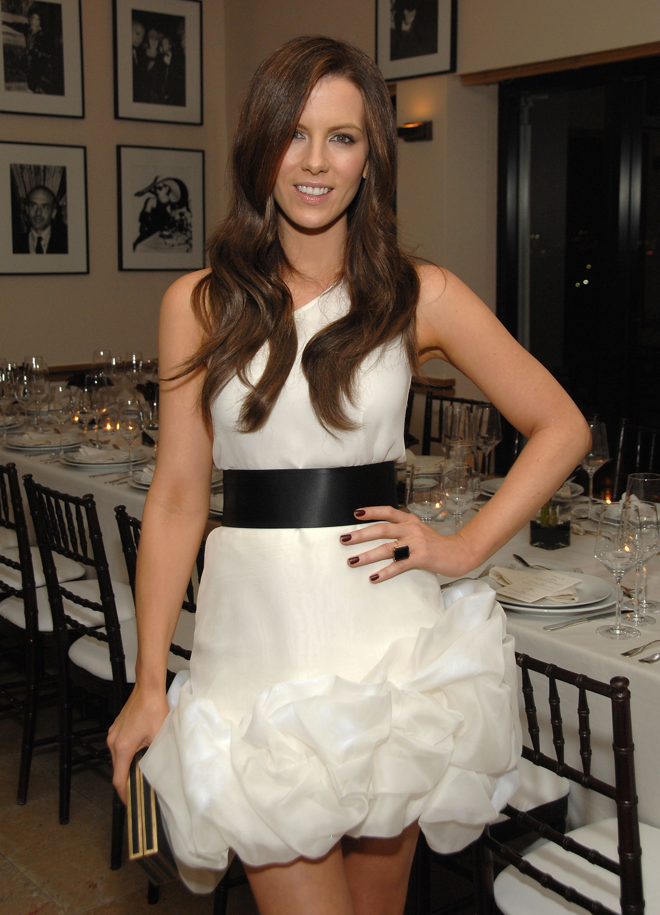91485_Celebutopia-Kate_Beckinsale-R5Y_Augousti_and_Barneys_dinner_for_Nothing_But_The_Truth-01_122_439lo.jpg