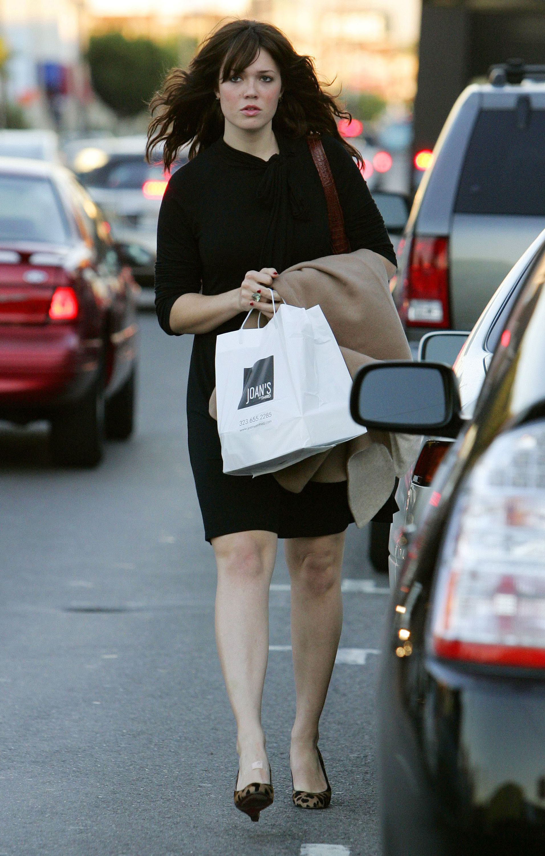 67229_celeb-city.eu_Mandy_Moore_out_and_about_in_West_Hollywood_10.12.2007_05_122_776lo.jpg