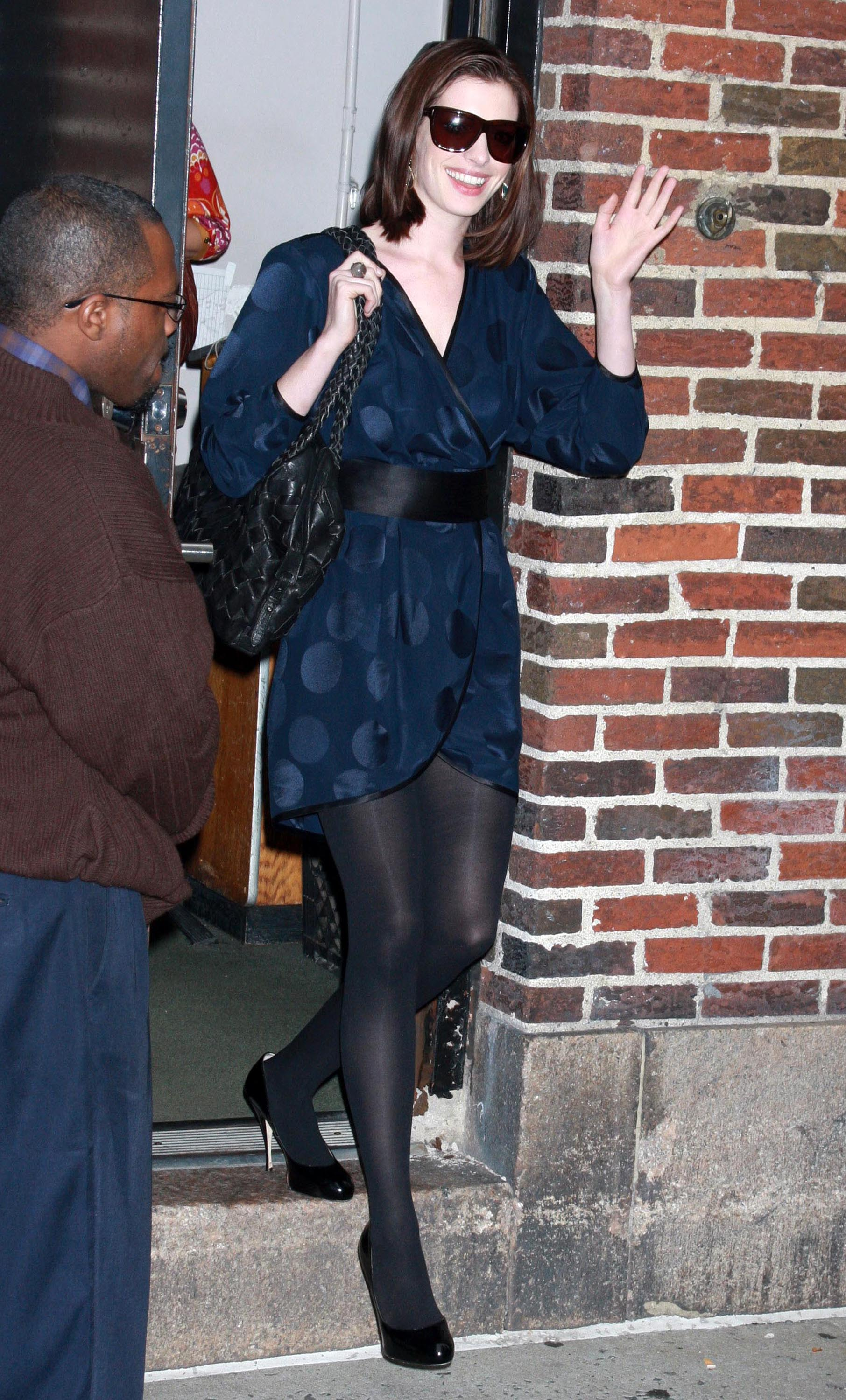 47287_Anne_Hathaway_2008-09-30_-_visits_the_Late_Show_with_David_Letterman_1182_122_943lo.jpg