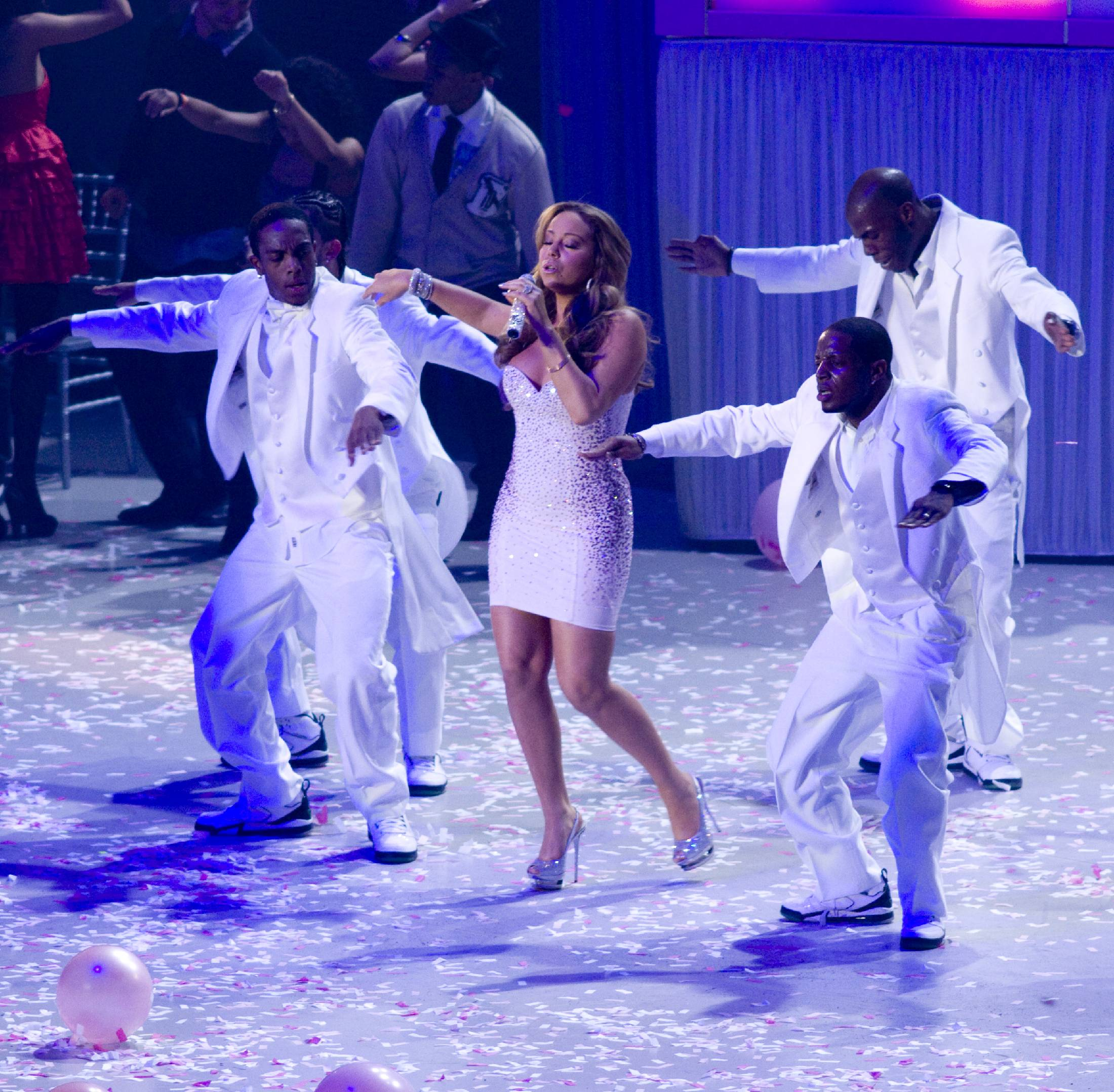 53387_Mariah_Carey_performs_at_Madison_Square_Garden_in_New_York_City-19_122_114lo.jpg
