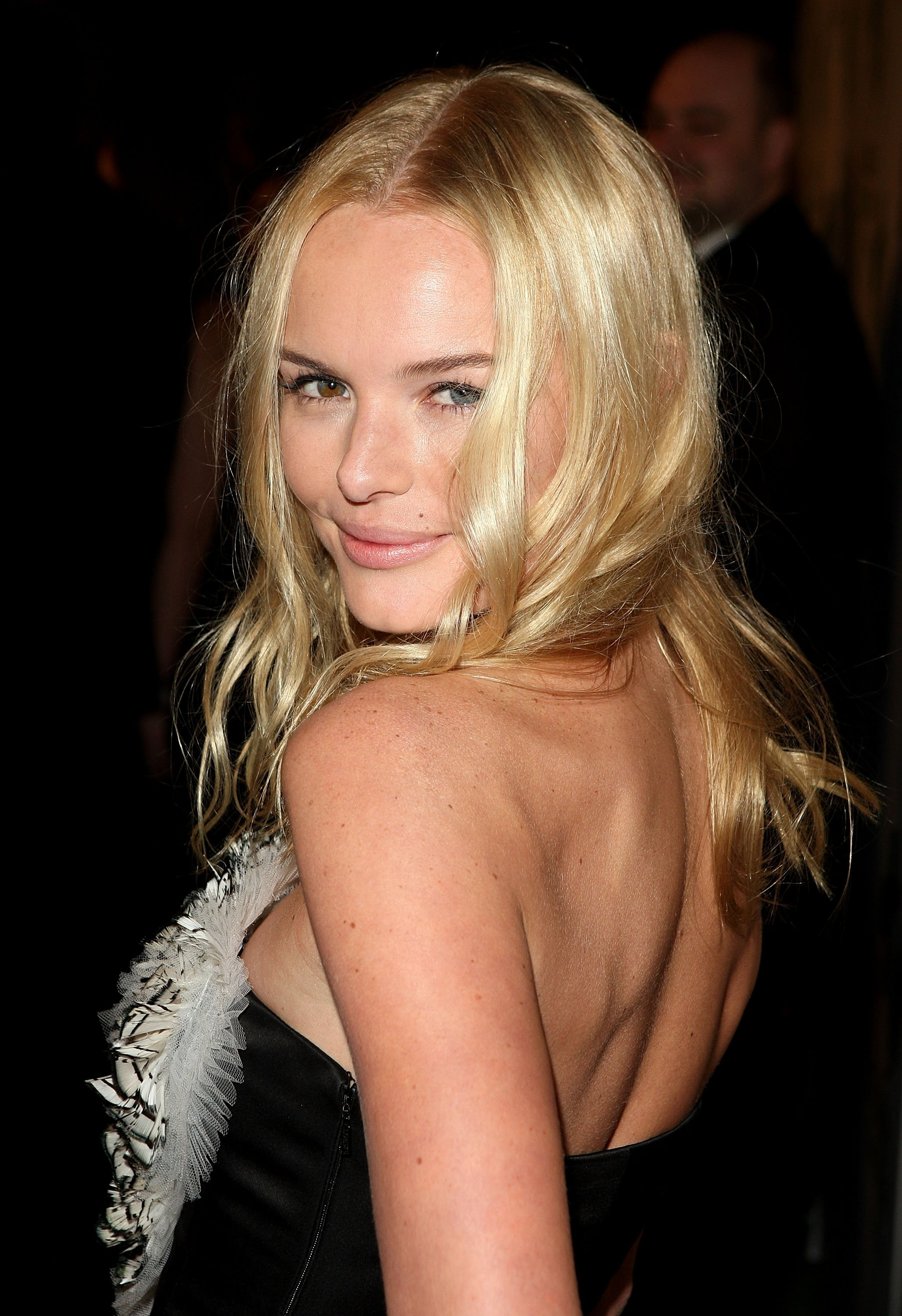 13506_Celebutopia-Kate_Bosworth_arrives_at_Global_Green_USA51s_6th_Annual_Pre-Oscar_Party-13_122_242lo.jpg