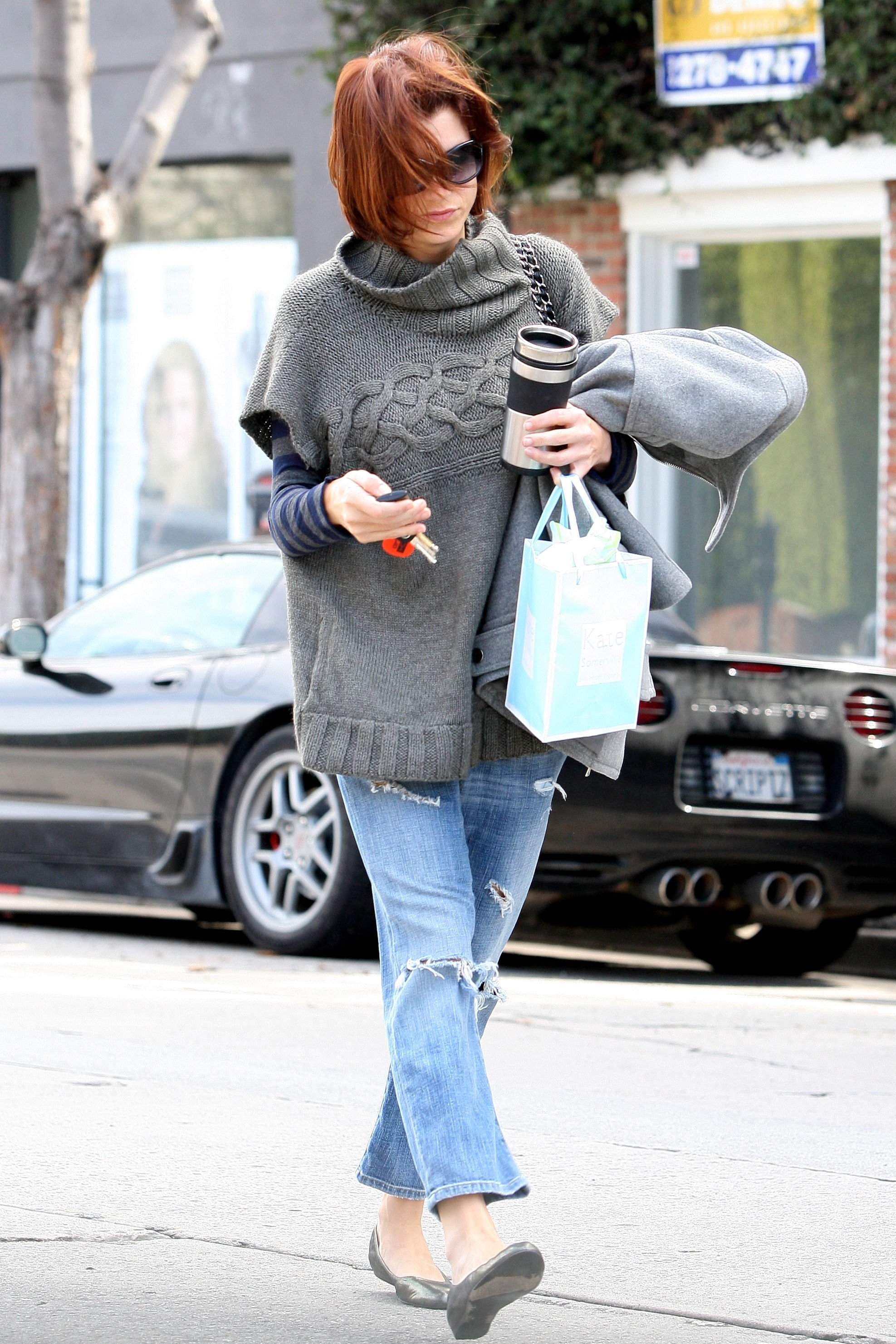 10959_Celebutopia-Kate_Walsh_with_ripped_jeans_in_Hollywood-19_122_450lo.JPG