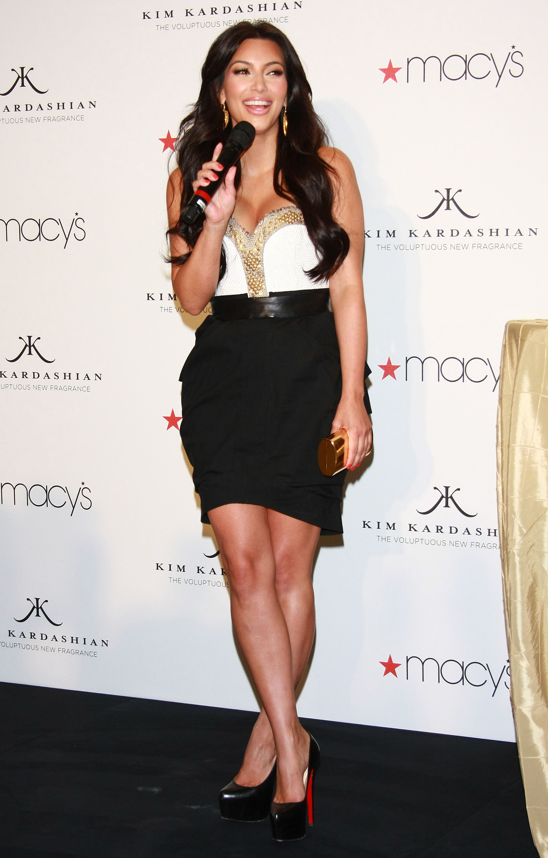 85304_celebrity_paradise.com_Kim_Kardashian_Fragance_41_122_545lo.jpg