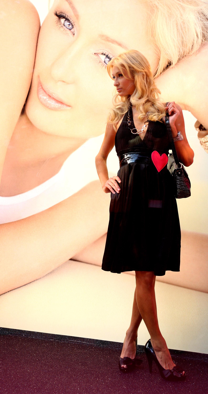 11925_Celebutopia-Paris_Hilton-Launch_of_Paris_Hilton_clothing_line-60_122_585lo.jpg