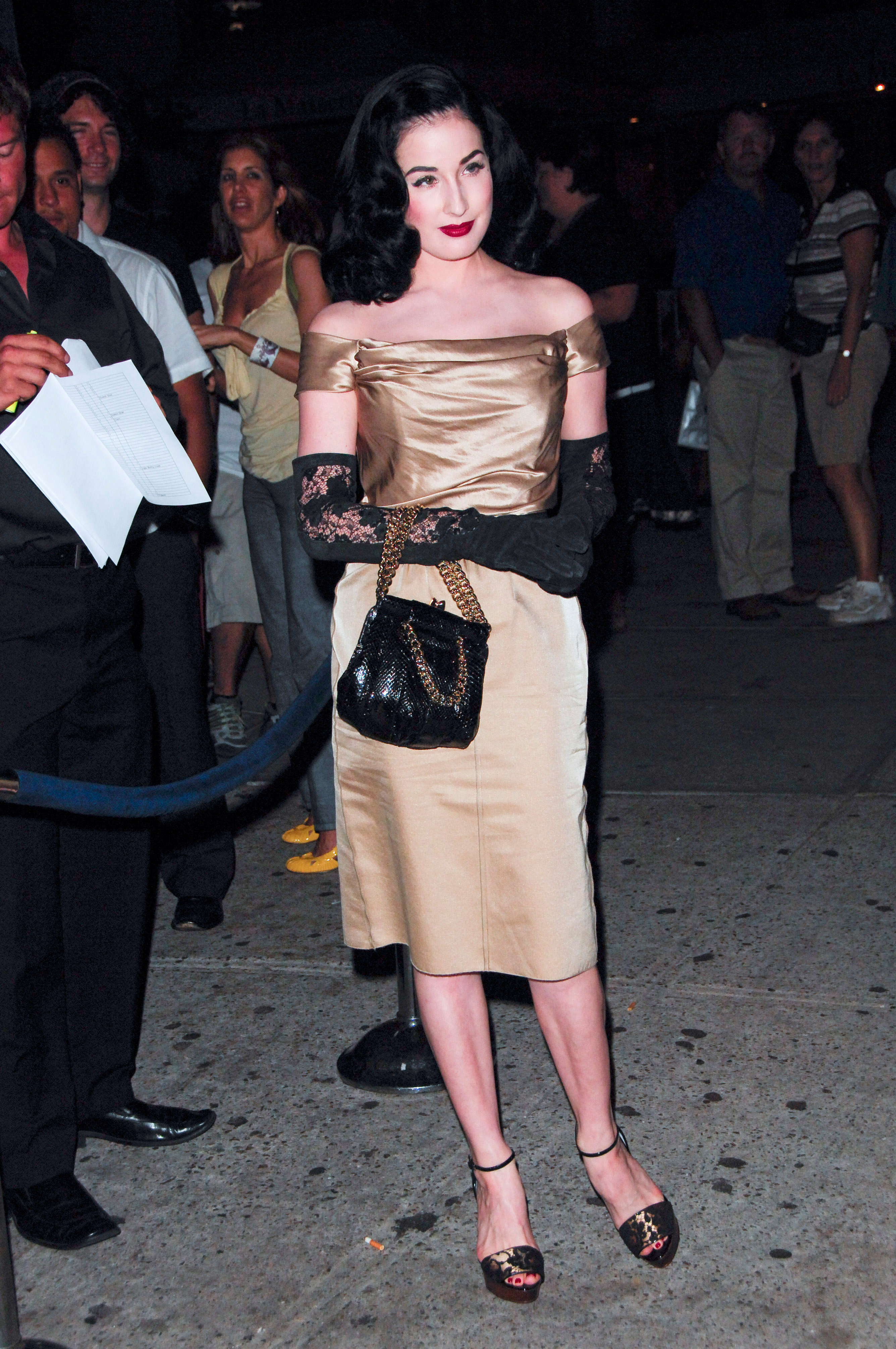 63707_Celebutopia-Dita_Von_Teese_attends_the_Ugly_Betty_Premiere_Party_in_New_York_City-02_122_1132lo.jpg