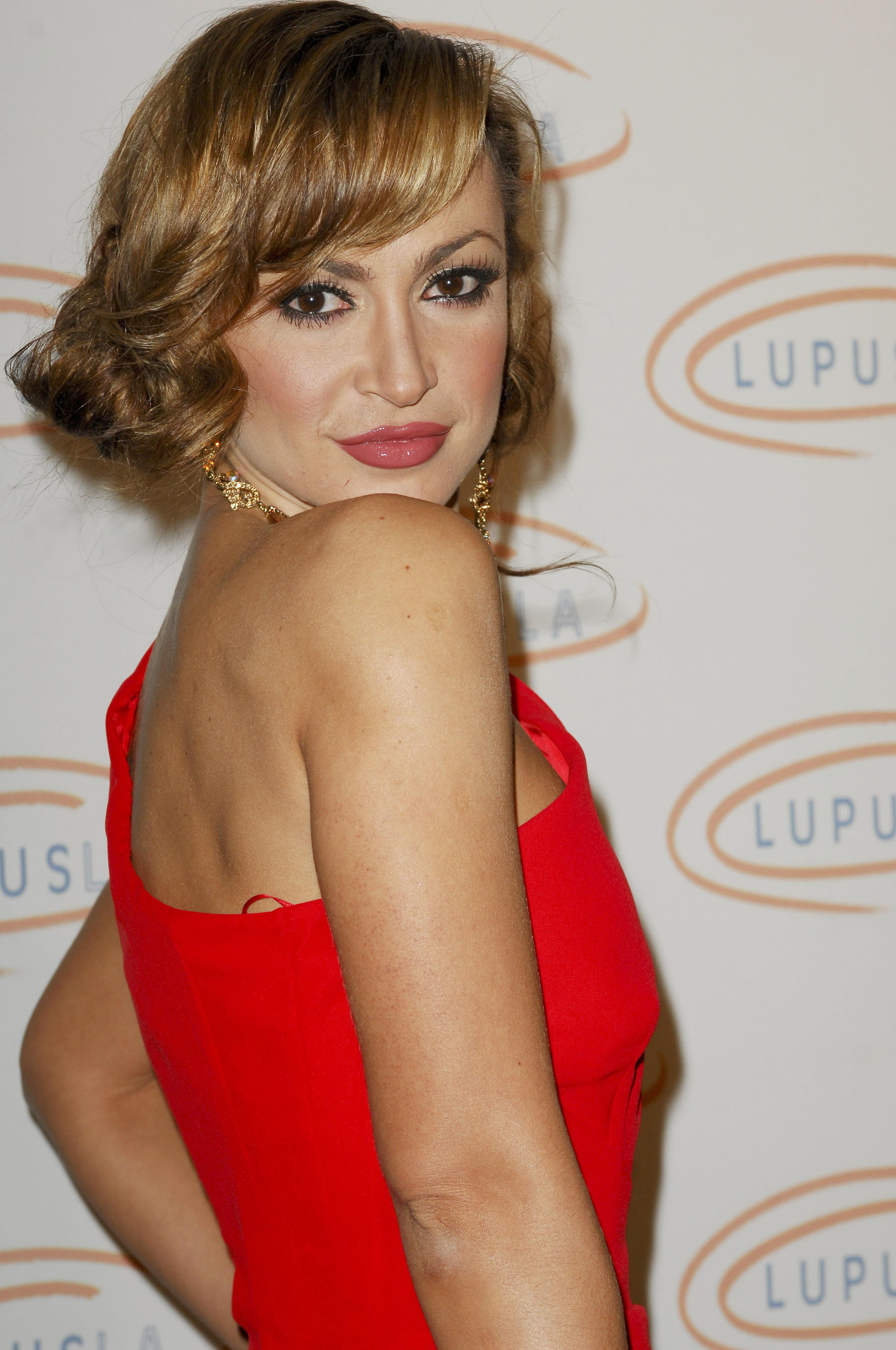 29705_Karina_Smirnoff_2008-11-07_-_Lupus_LA1s_Sixth_Annual_Hollywood_Bag_Ladies_Luncheon_in_Beverly_H_572_122_1190lo.jpg