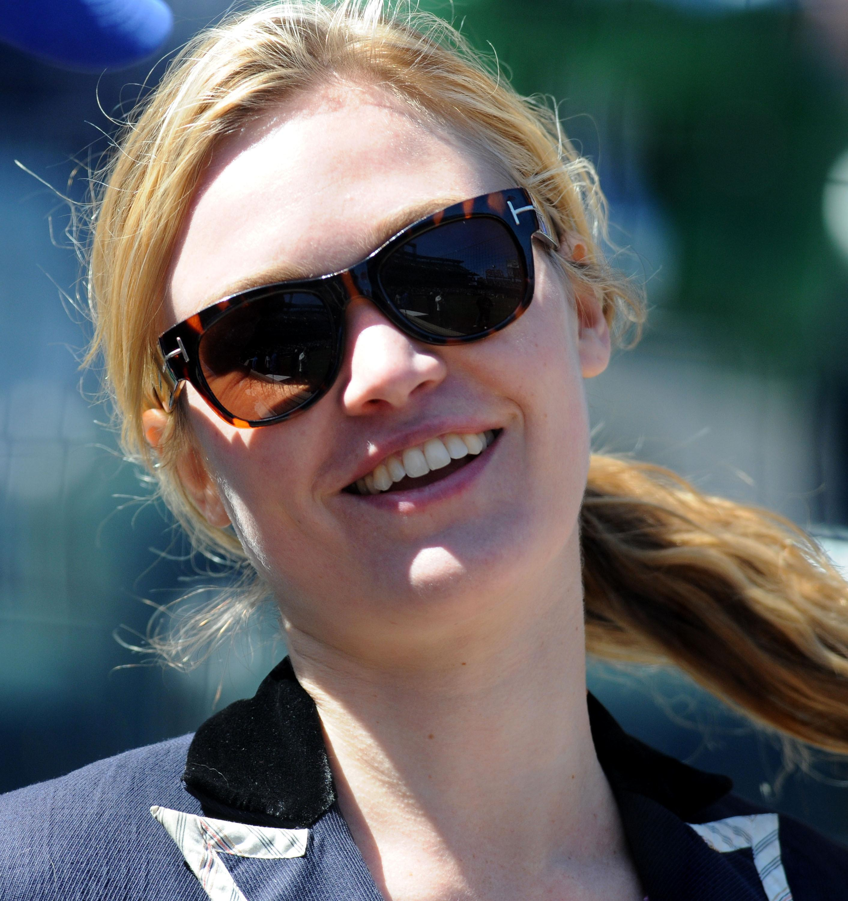 80032_Julia_Stiles_at_First_Pitch_At_The_NY_Mets_Game6_122_167lo.JPG