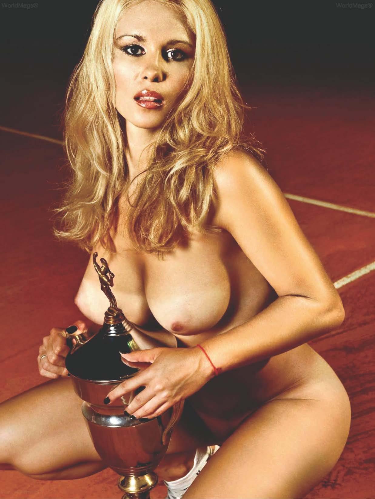 00058_KarolinaJovanovic_PlayboySeptember20109_2010Serbia_09_123_237lo.jpg