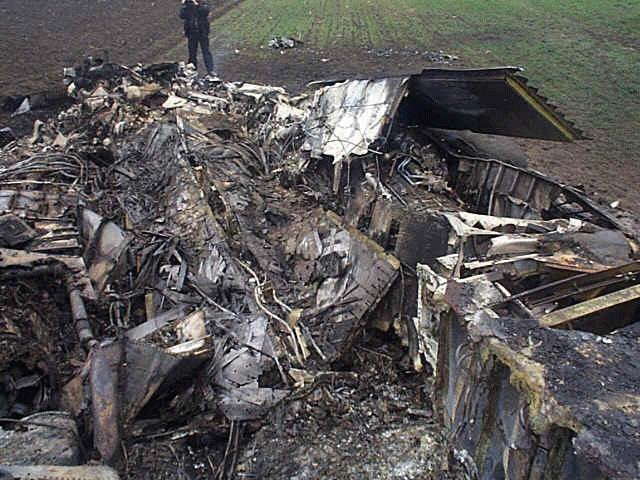 90537_f-117_crash2_122_31lo.jpg