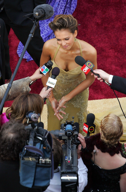 12506_Jessica_Alba_78th_Annual_Academy_Awards_Arrivals_16.jpg