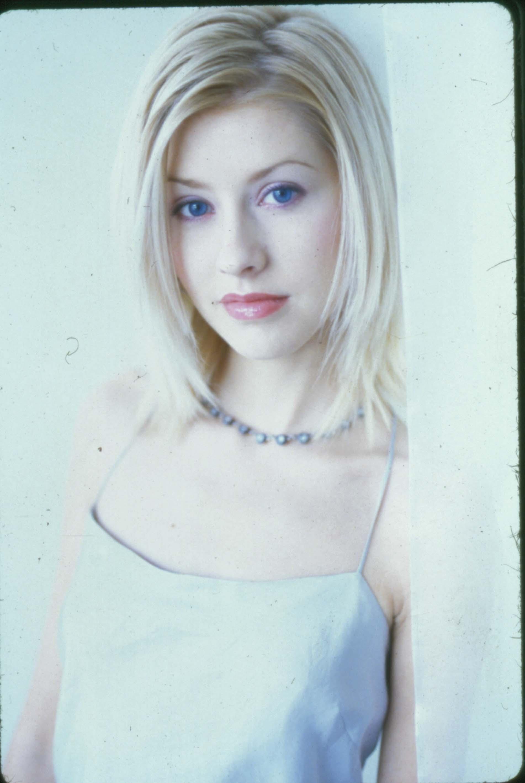 33268_Christina_Aguilera-014205_1998_kevin_hees_122_746lo.jpg