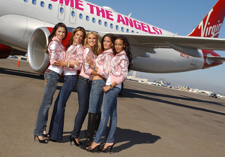 60399_celeb-city.eu_VS_Angels_arrive_at_LA_airport_11-12-2007_008_123_858lo.jpg