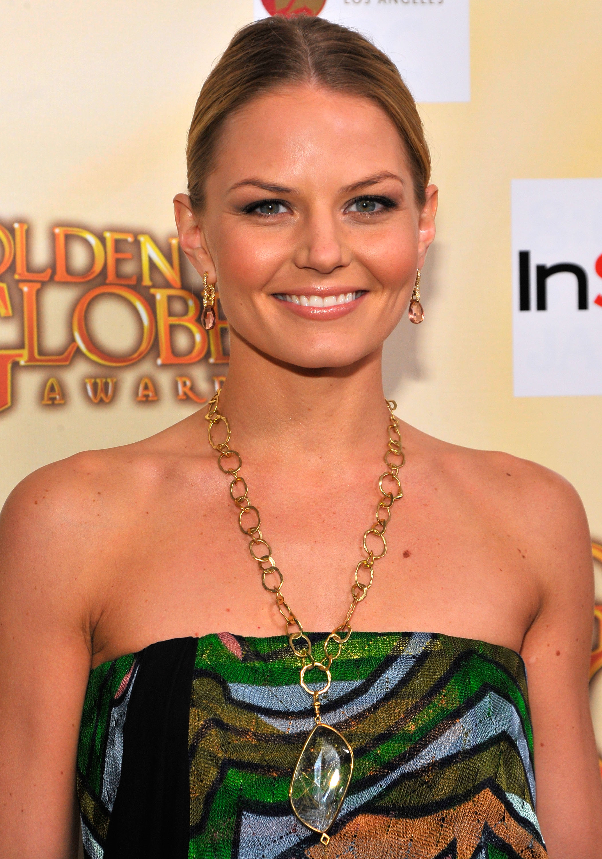 02012_Celebutopia-Jennifer_Morrison_arrives_at_the_Golden_Globe_Salute_To_Young_Hollywood-03_122_867lo.jpg