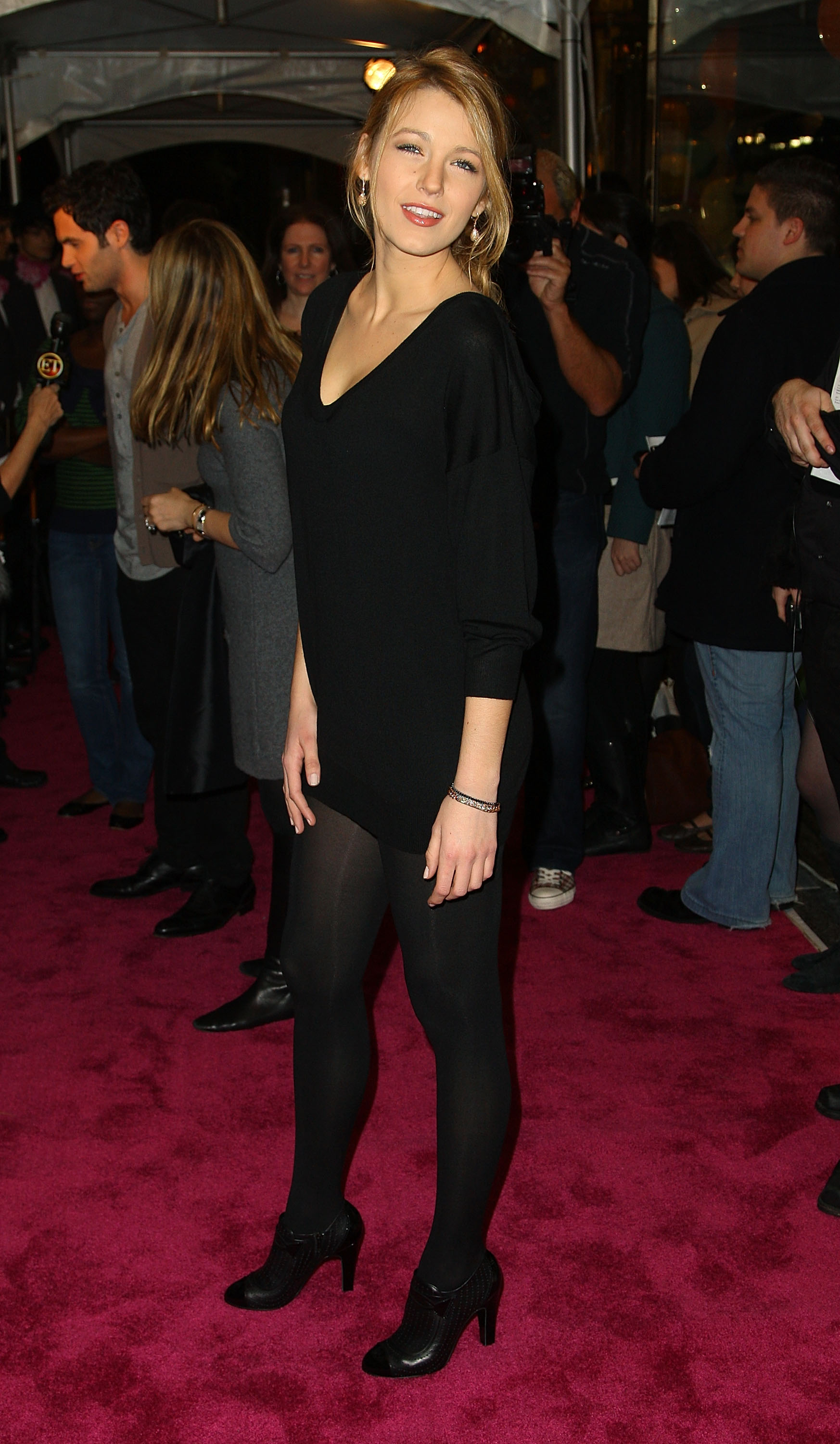 58858_Celebutopia-Blake_Lively-Opening_party_for_Juicy_Couture1s_5th_Avenue_flagship_store-04_122_894lo.jpg