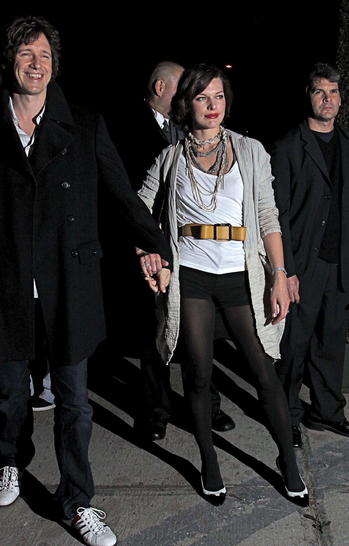 60718_celebrity-paradise.com-The_Elder-Milla_Jovovich_2010-01-28_-_1st_Annual_Celebration_For_LA_Arts_Monthly_and_Art_330_122_17lo.jpg