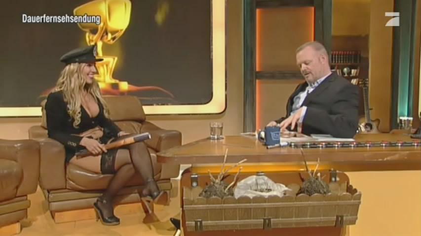 321894676_Loona_InterviewatTVTotal2012_05_227_122_56lo.jpg