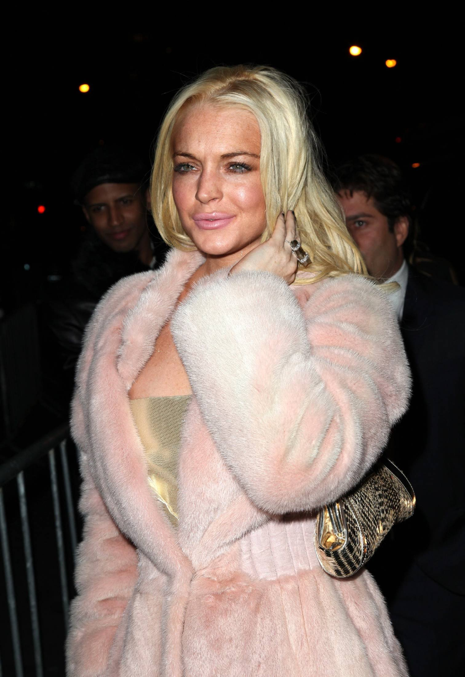 68505_Lindsay_Lohan_arrives_at_the_2009_Whitney_Museum_Gala-7_123_7lo.jpg