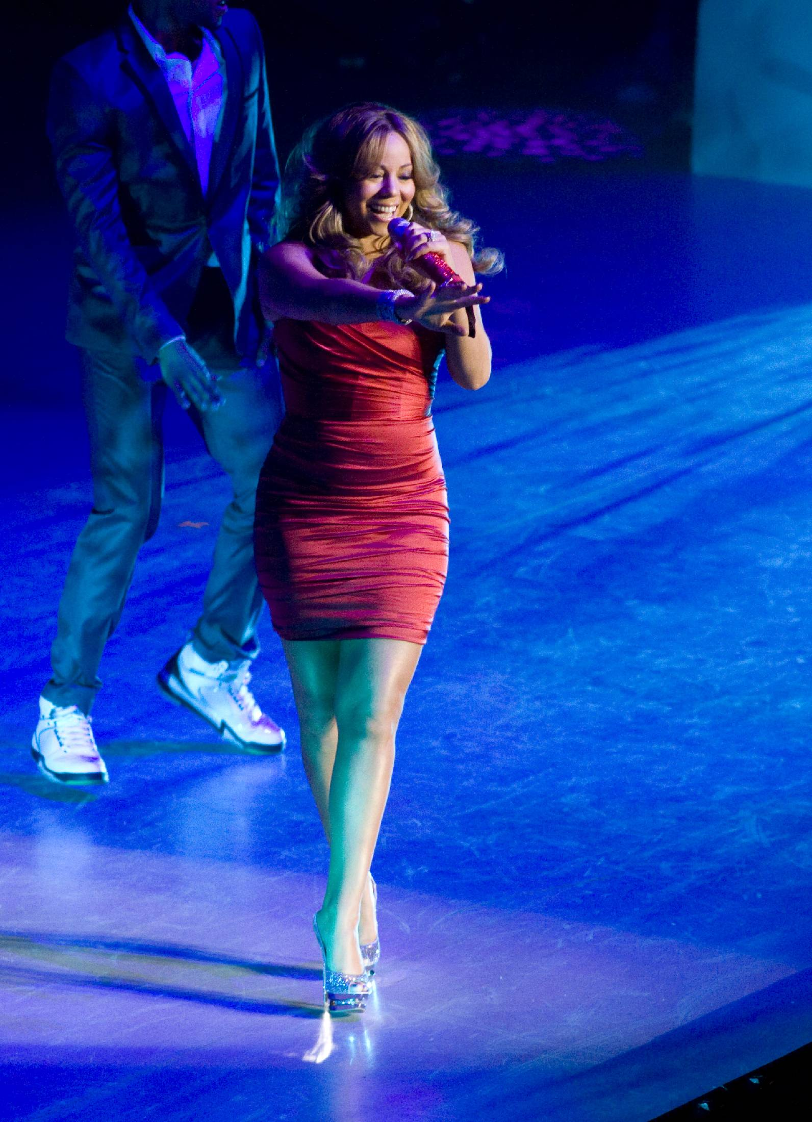 53291_Mariah_Carey_performs_at_Madison_Square_Garden_in_New_York_City-15_122_220lo.jpg