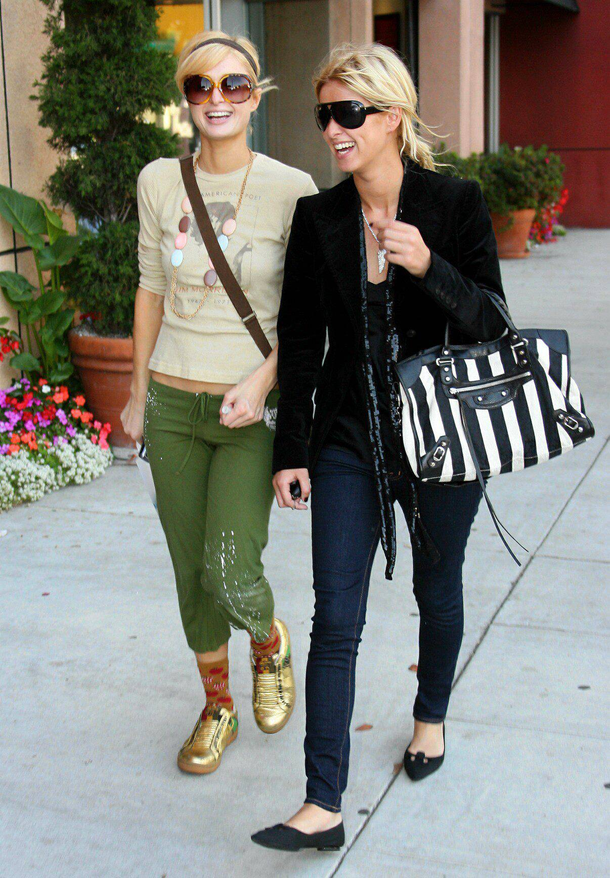 07419_Paris_and_Nicky_Hilton_shopping_at_Kitson_in_Los_Angeles_01.jpg
