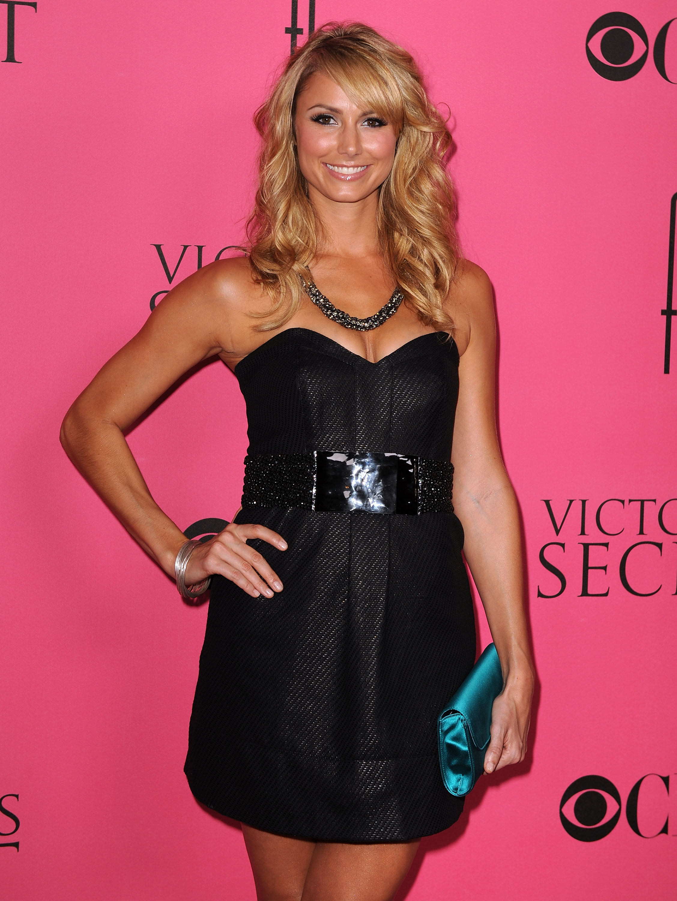 37199_Celebutopia-Stacy_Keibler_arrives_at_the_2008_Victoria34s_Secret_Fashion_Show-02_122_586lo.jpg