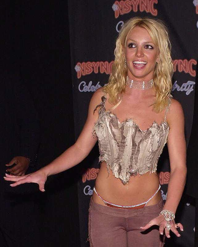 50329_britney_spears_-_wearing_a_g-string_-_tanga_-_very_sexy_pants_-_01_122_1002lo.jpg