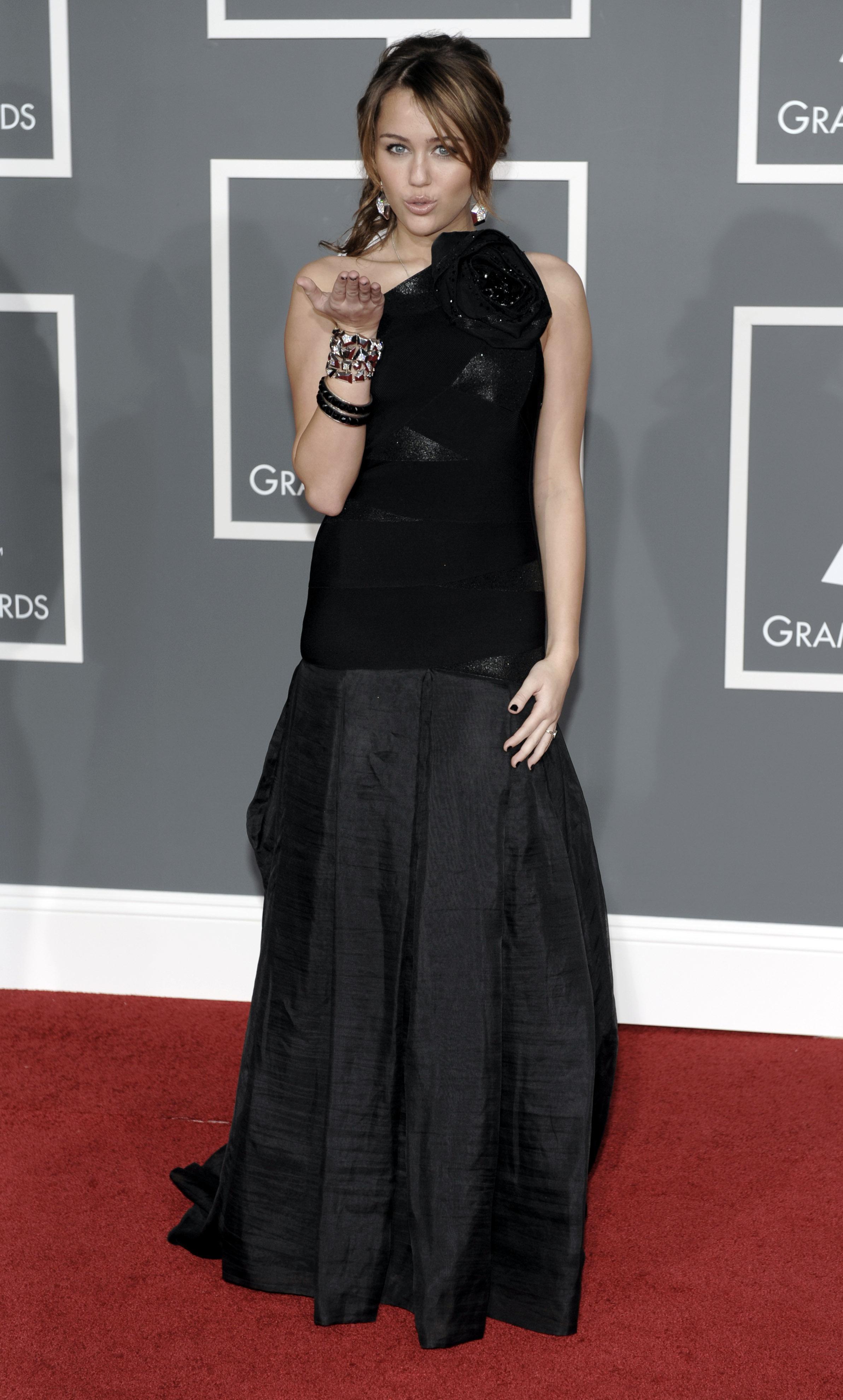 47543_Miley_Cyrus_celebutopia.net_435_122_1069lo.jpg