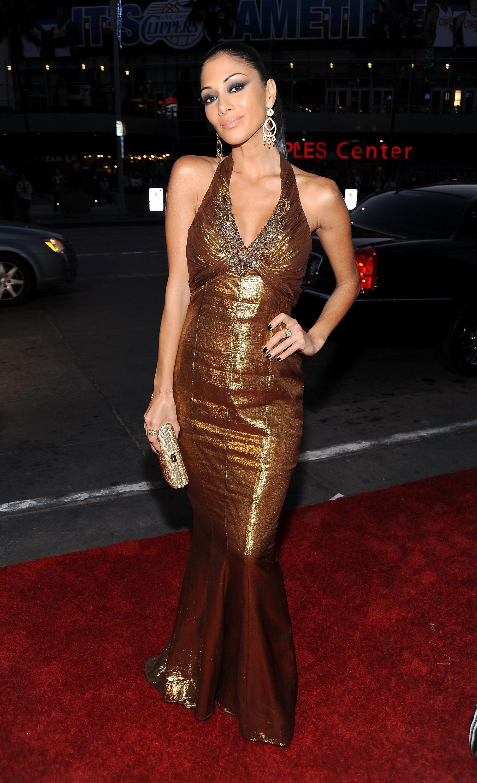 28514_Celebutopia-Nicole_Scherzinger_arrives_at_the_People30s_Choice_Awards_2010-02_122_180lo.jpg