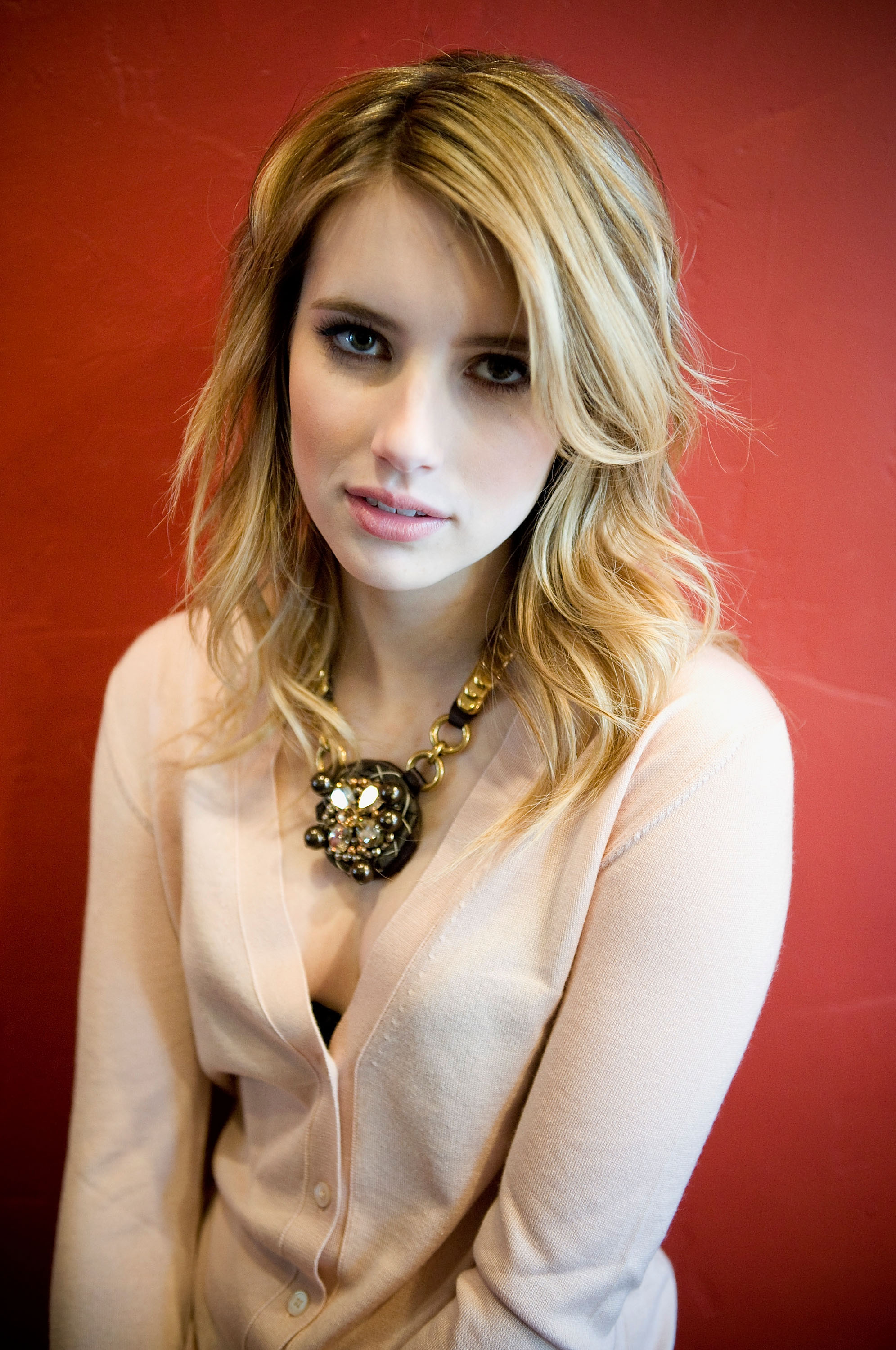 97062_Emma_Roberts_attends_the_Twelve_portraits_session_at_Silver_Queen_Gallery-004_122_239lo.jpg