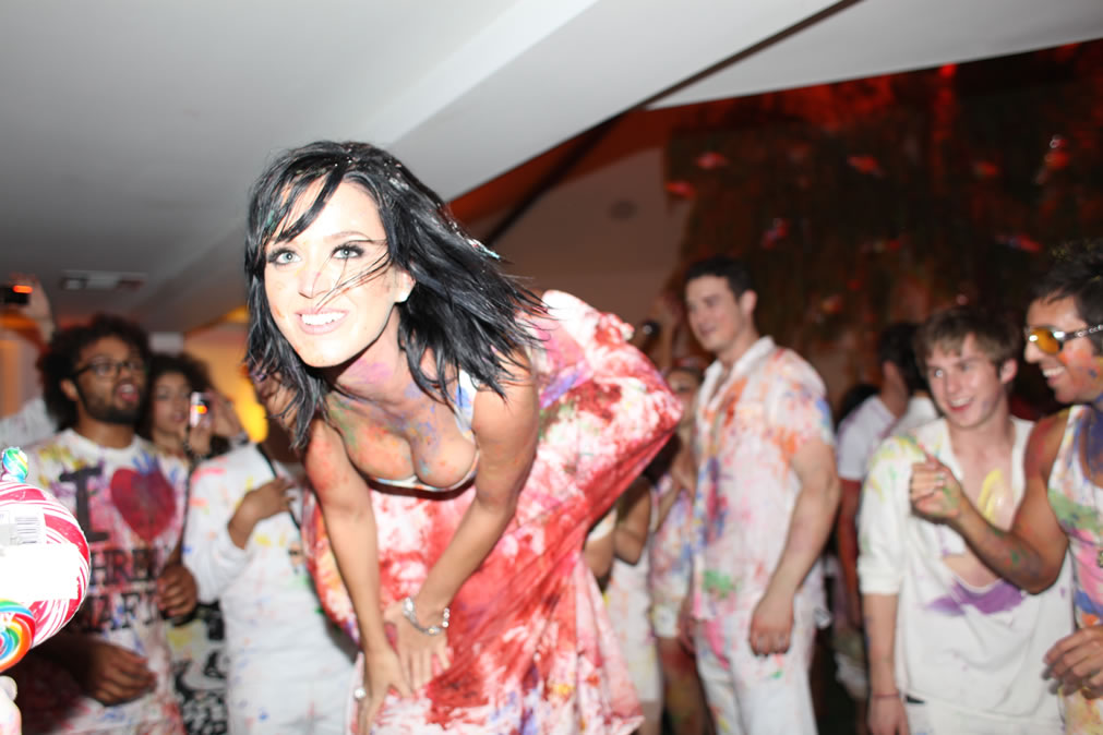 74245_Katy_Perry_25th_Birthday_Party-19_122_388lo.jpg