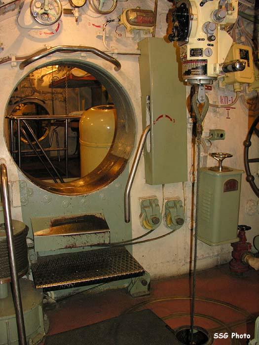 37282_submarine02_122_1200lo.jpg