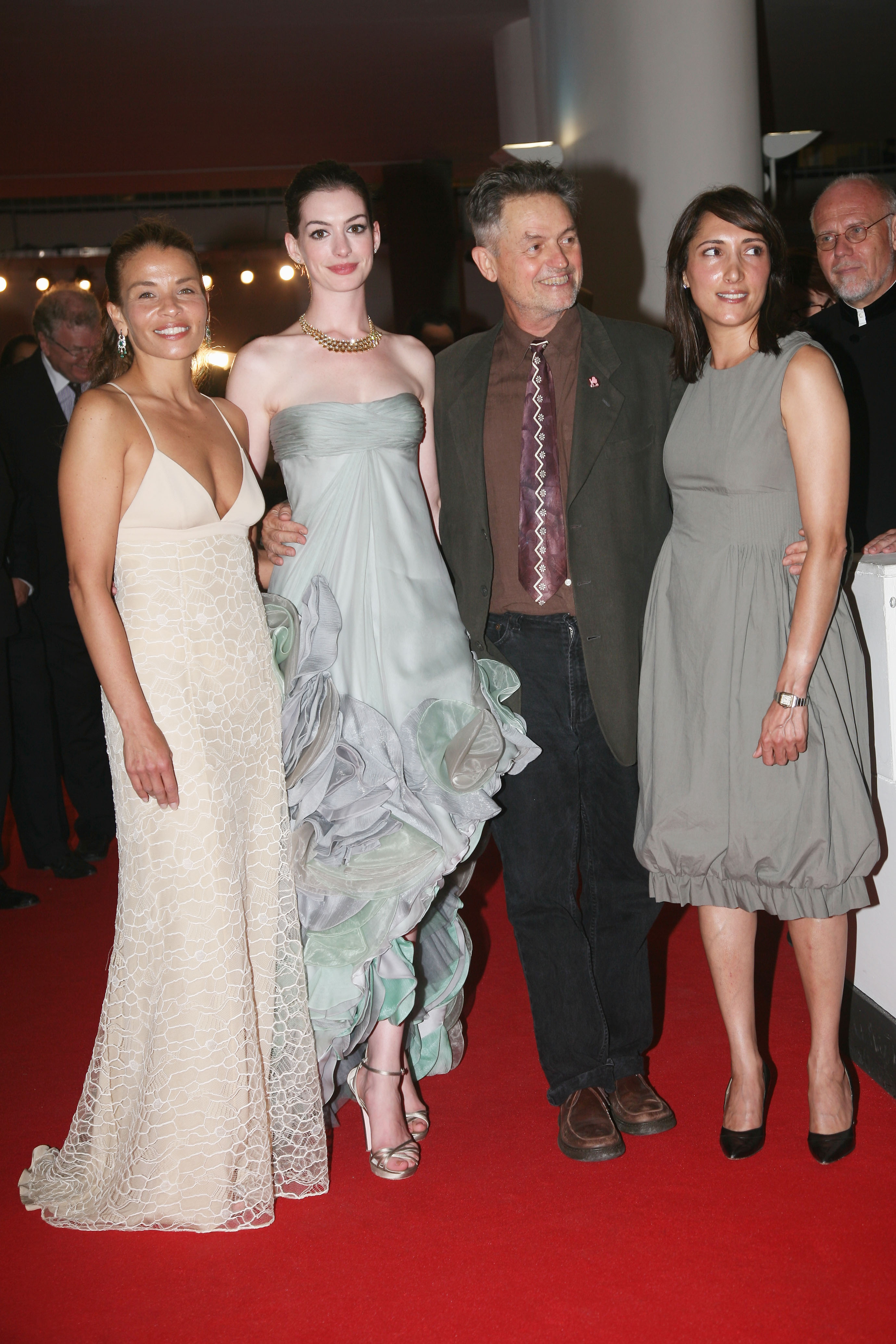 13600_Anne_Hathaway-Rachel_Getting_Married_premiere_during_the_65th_Venice_Film_Festival-36_122_860lo.jpg