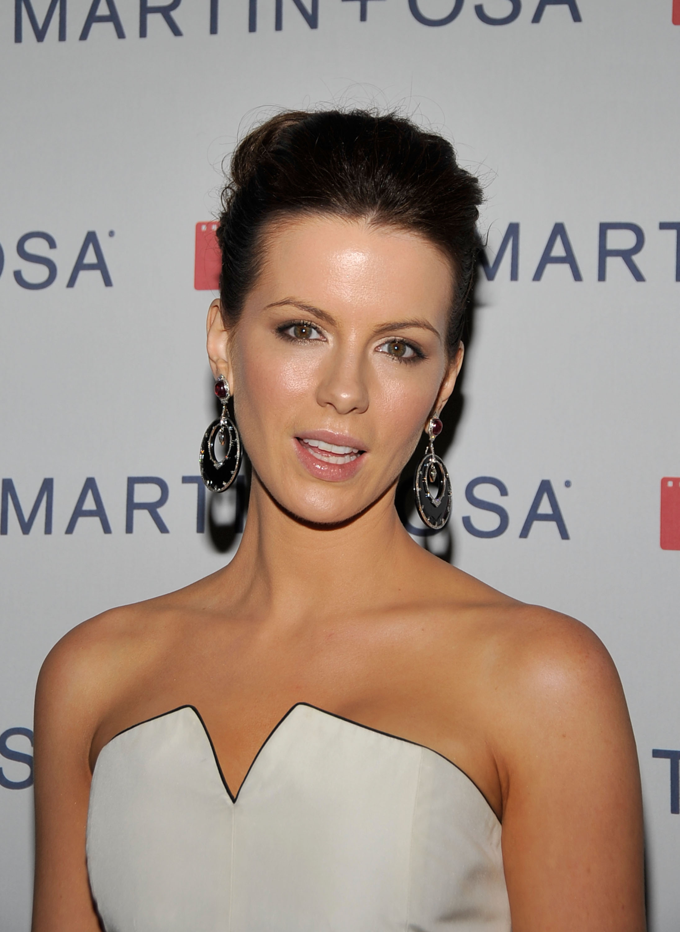 08649_Celebutopia-Kate_Beckinsale-Martin_3_Osa43s_Screening_Of_All_About_Eve_in_Hollywood-08_122_1189lo.jpg