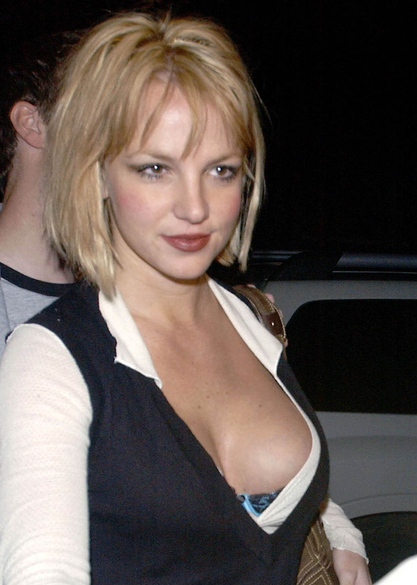 85587_britney_spears_boobs_big_122_462lo.jpg