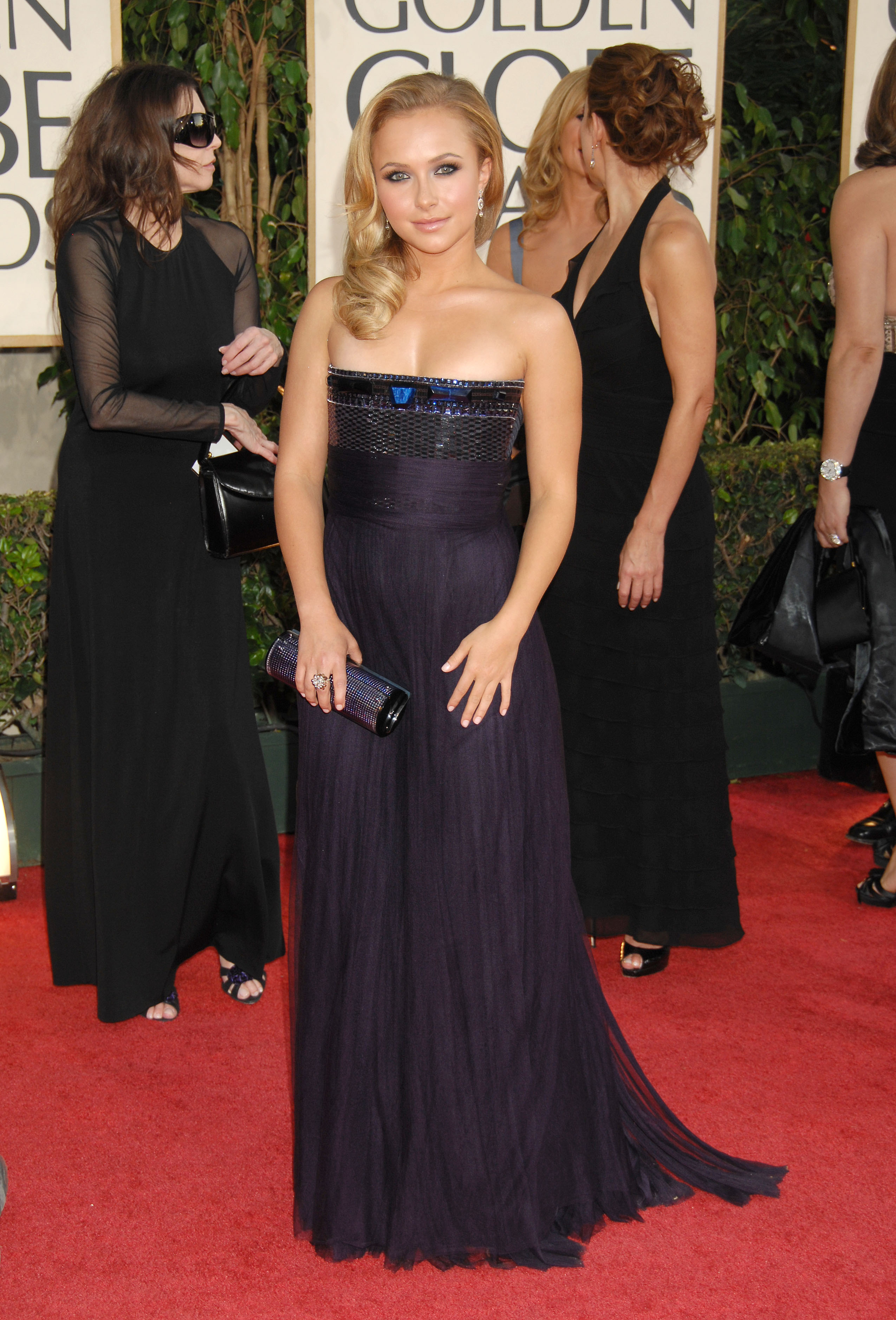 29538_Celebutopia-Hayden_Panettiere_arrives_at_the_66th_Annual_Golden_Globe_Awards-13_122_721lo.jpg