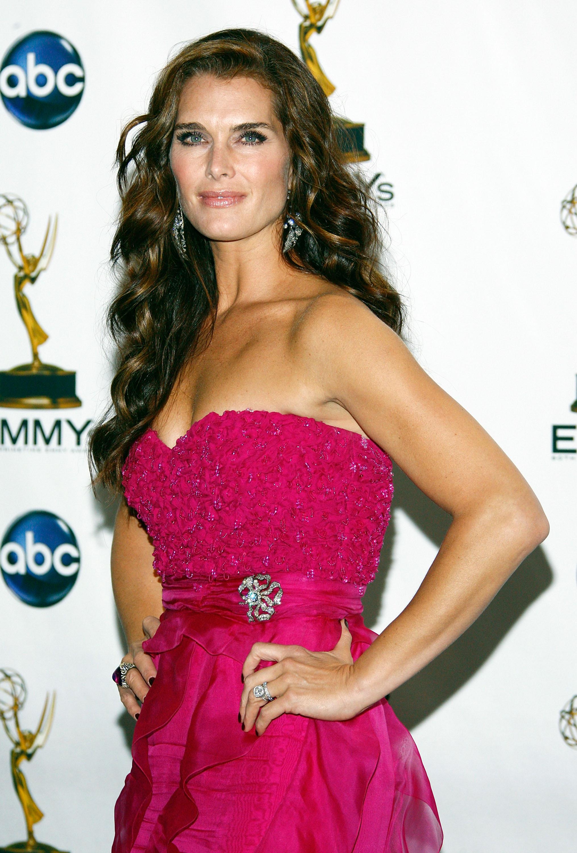 63121_Celebutopia-Brooke_Shields-60th_Annual_Primetime_Emmy_Awards_Press_Room-08_122_735lo.jpg