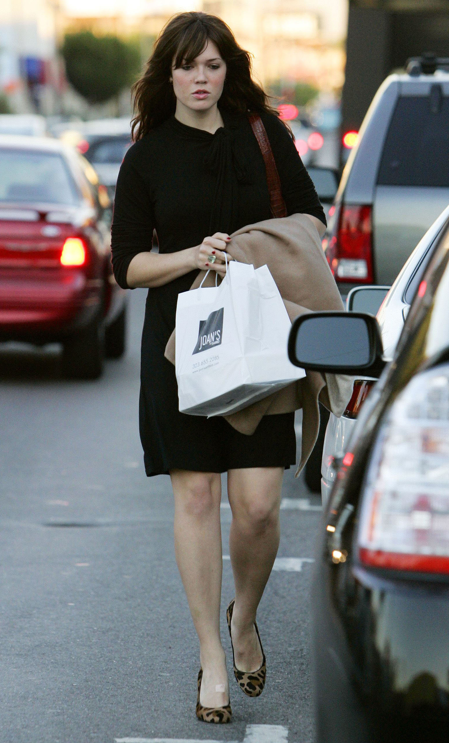 67272_celeb-city.eu_Mandy_Moore_out_and_about_in_West_Hollywood_10.12.2007_09_122_833lo.jpg