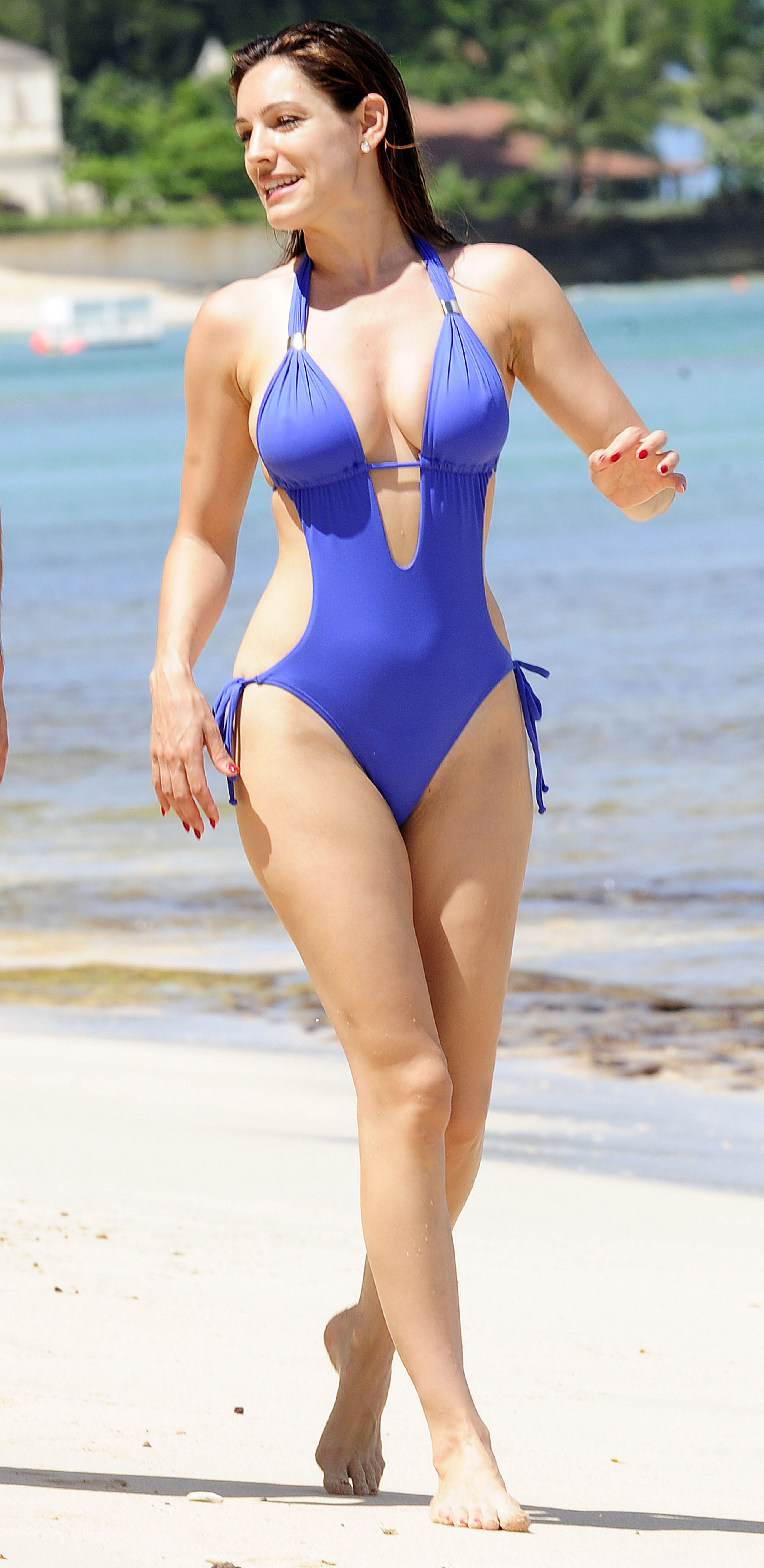 51522_Kelly_Brook_On_The_Beach_In_Barbados.10_HQ_010_122_449lo.jpg