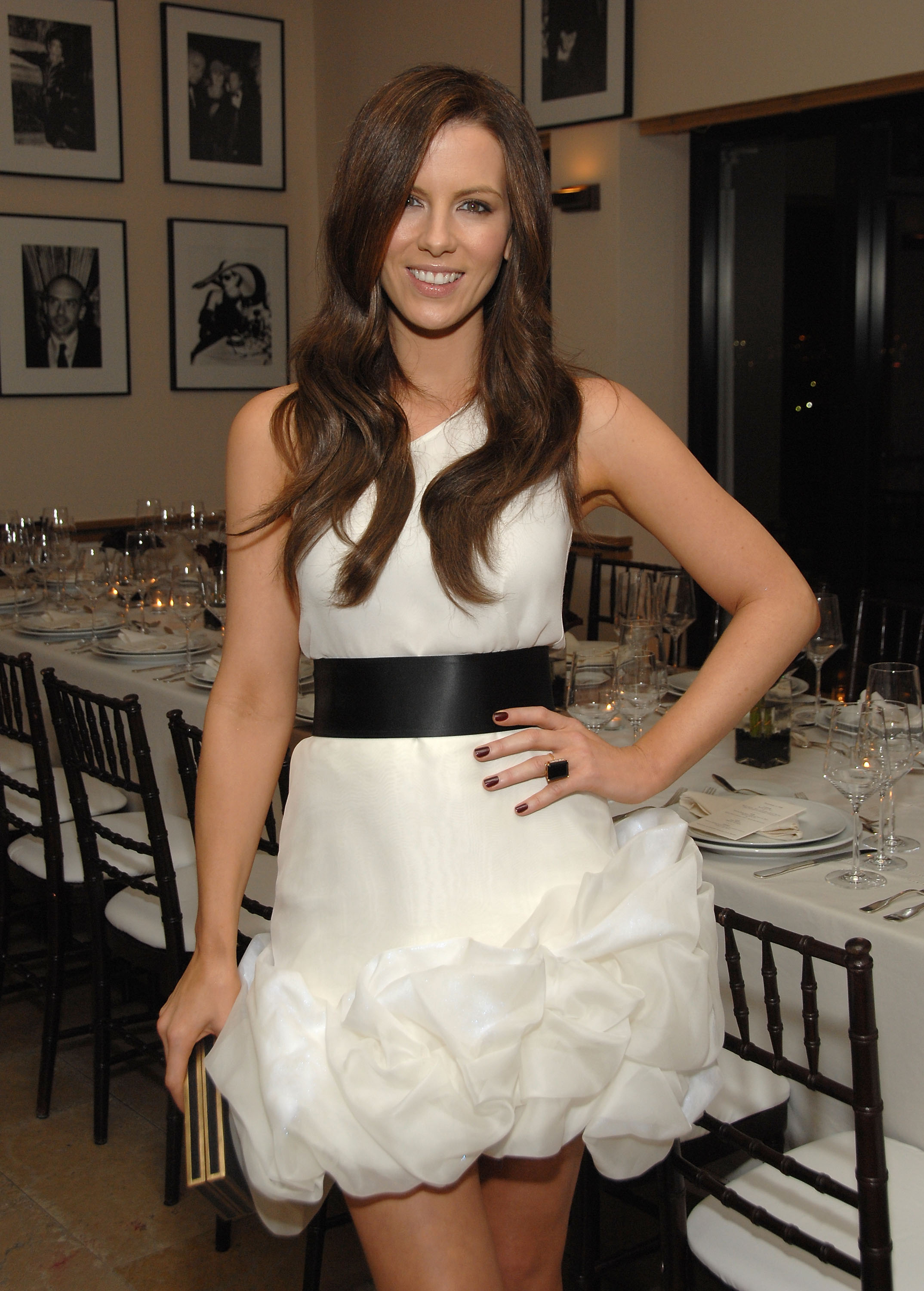 91854_Celebutopia-Kate_Beckinsale-R1Y_Augousti_and_Barneys_dinner_for_Nothing_But_The_Truth-10_122_672lo.jpg