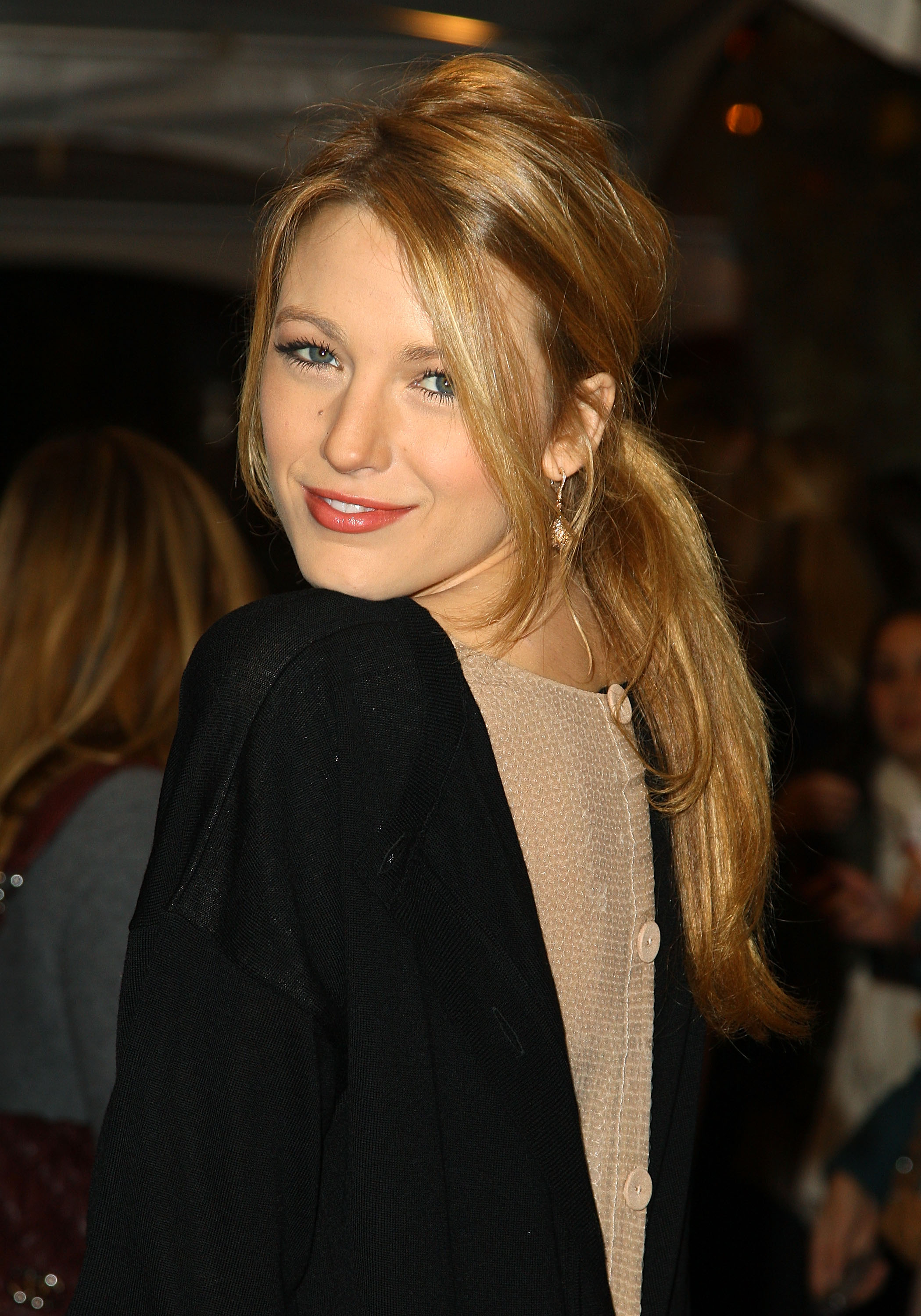 58916_Celebutopia-Blake_Lively-Opening_party_for_Juicy_Couture1s_5th_Avenue_flagship_store-12_122_675lo.jpg